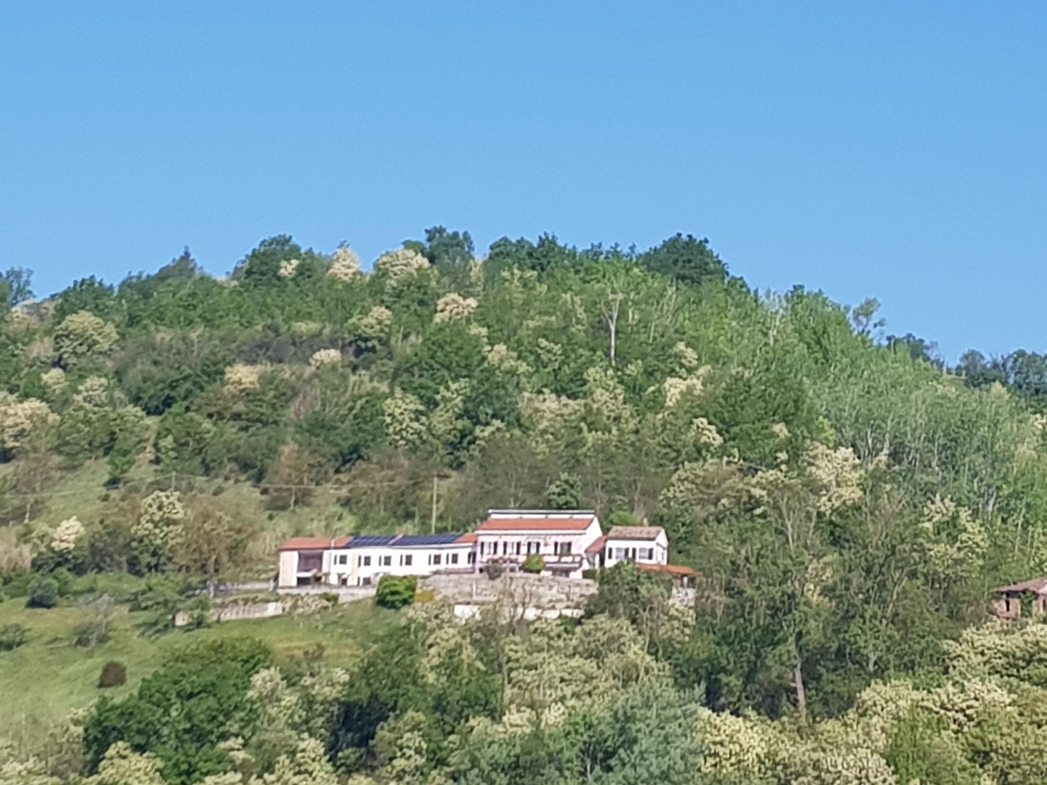 Unsere Casa vom Hügel vis-à-vis aus gesehen.