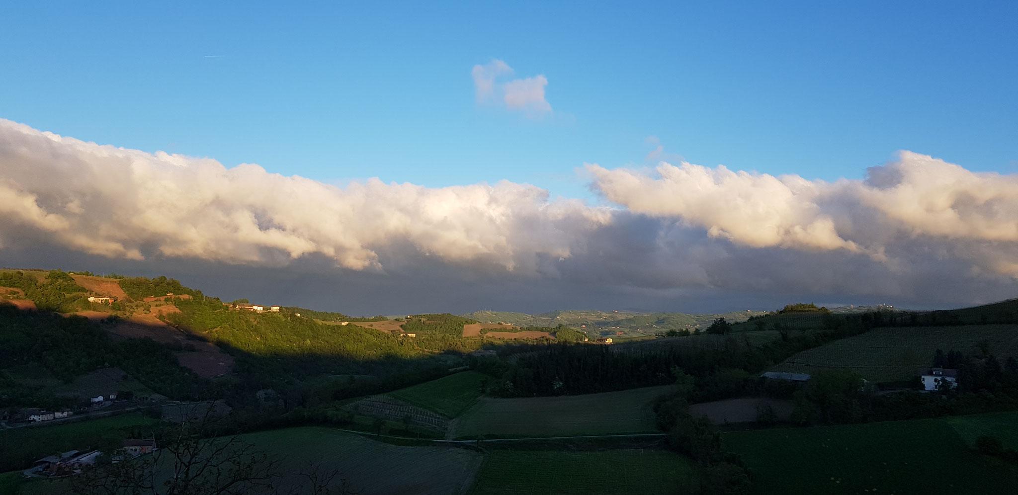Langsam verziehen sich die Regenwolken und machen dem Sonnenschein Platz.