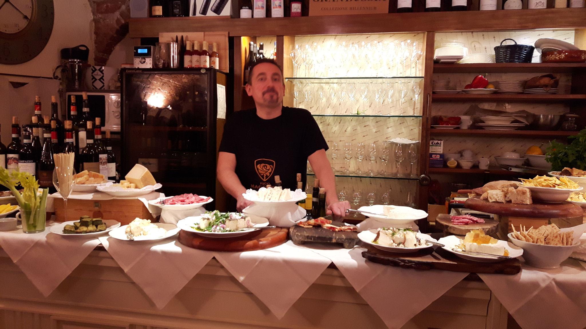 Eine Offenbarung. Das Aperobuffet in der Curia in Acqui Terme.
