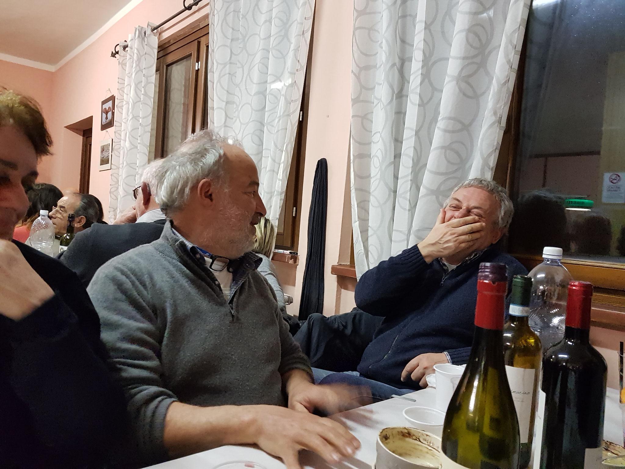 . . . Stefano amüsiert sich köstlich.