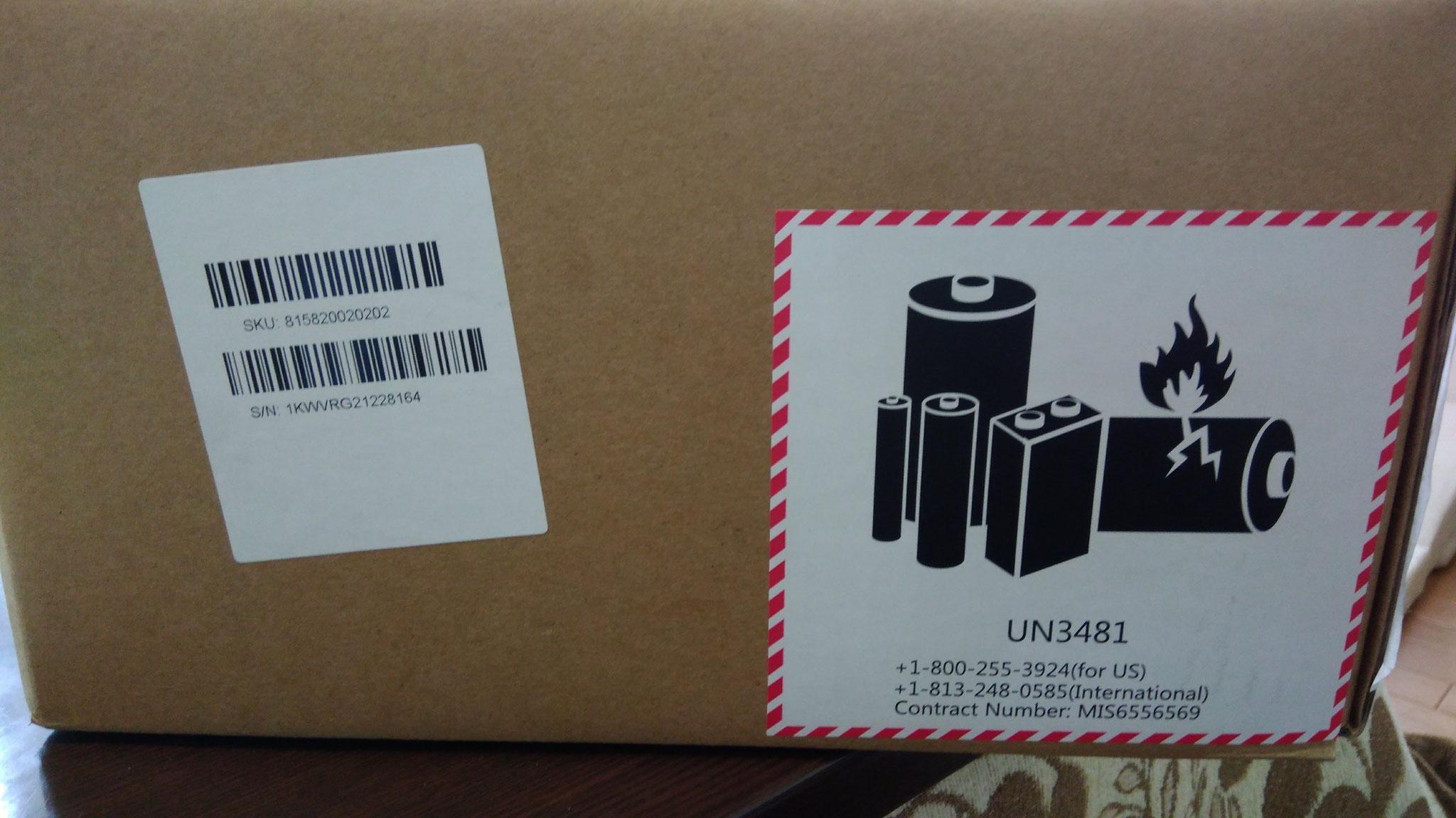 充電池内臓なので、箱にこんなシールが貼られてました