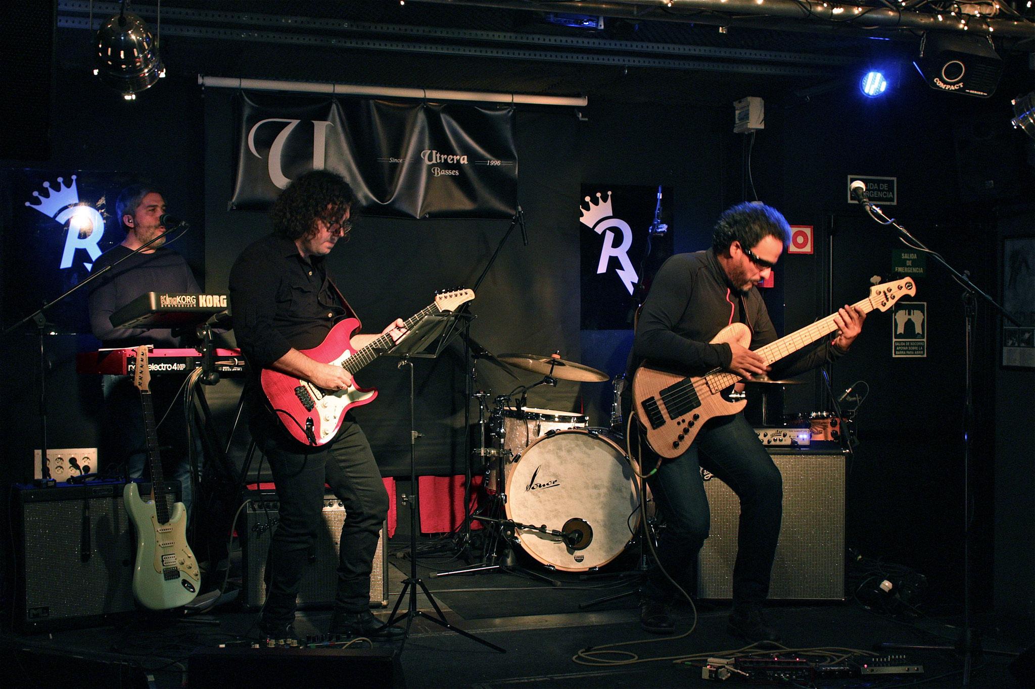 Yrvis Méndez - Utrera Guitars Demo  - Raimundo Nieves