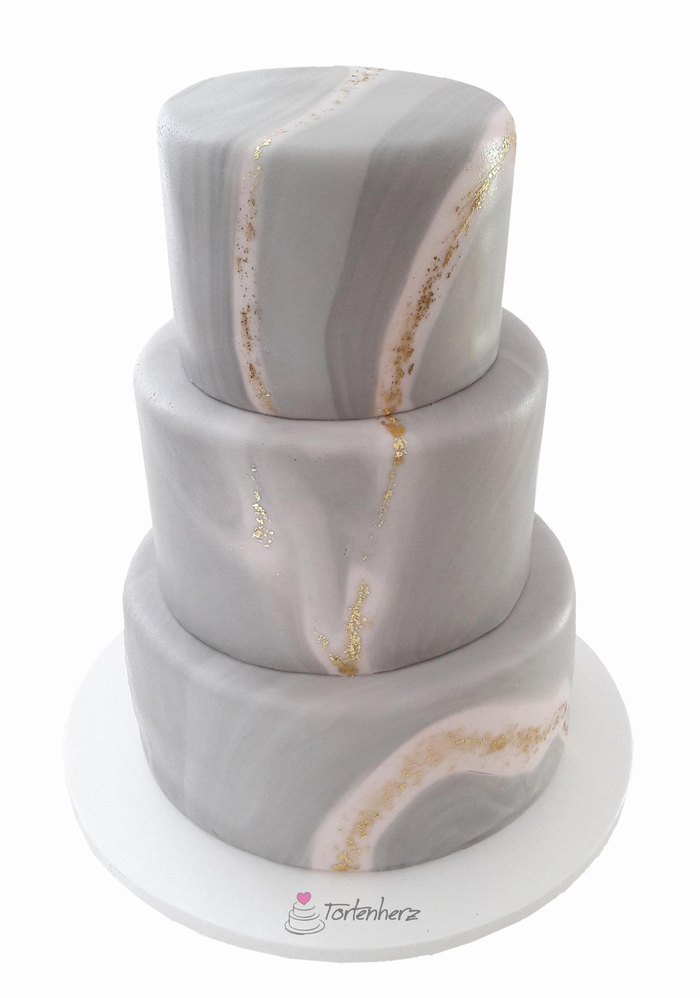 Marmor-Effekt Torte mit Blattgold
