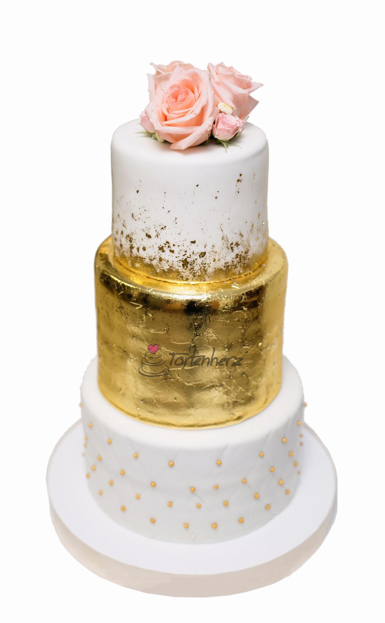 Hochzeitstorte mit Blattgold