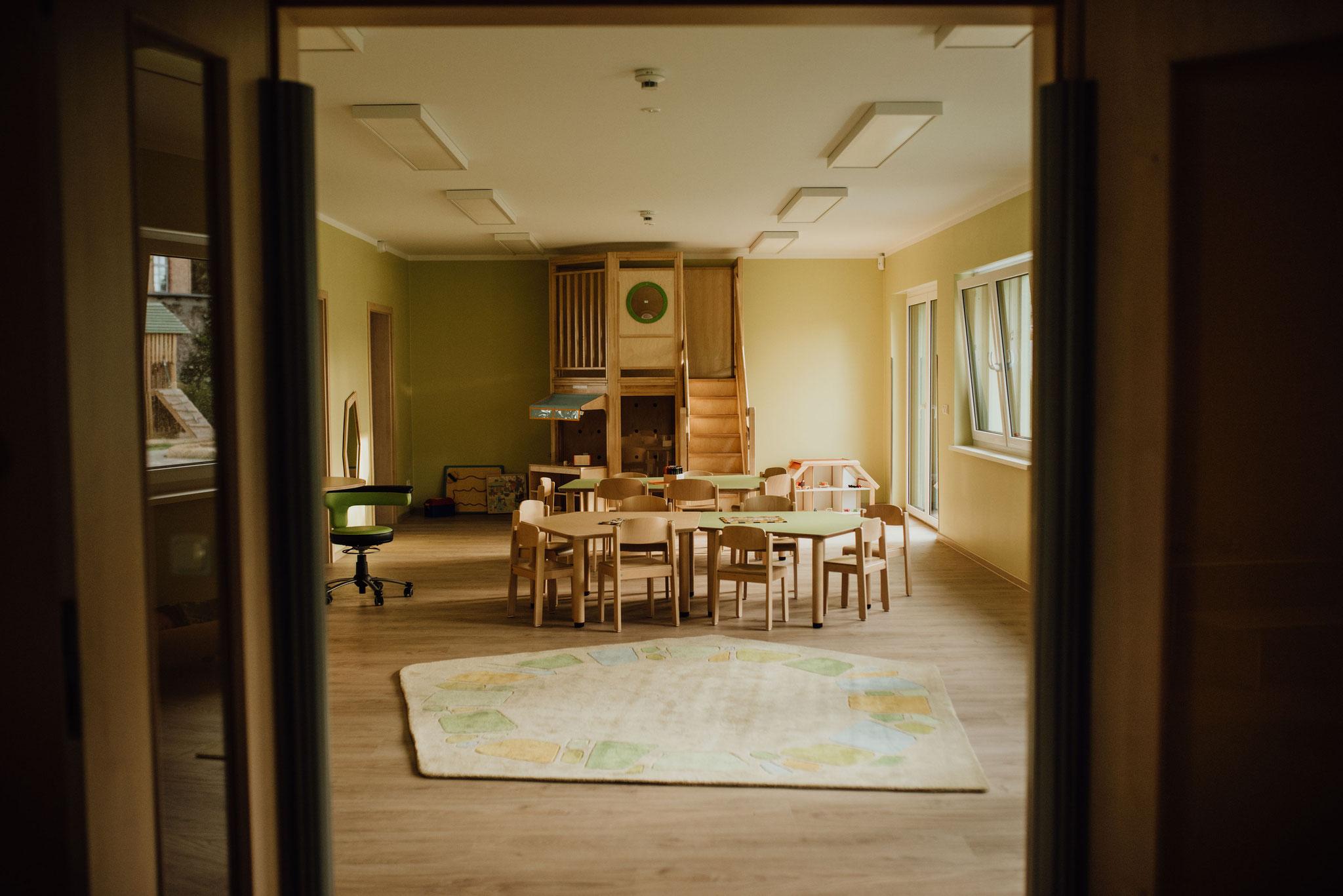 """Im Gruppenraum des Kindergartens findet unsere Gruppe """"Igel"""" ein gemütliches Zuhause. Hier haben bis zu 24 Igel-Kinder Platz."""