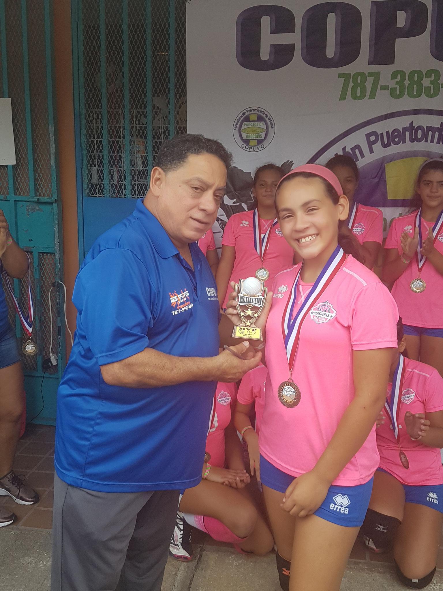 LA JOVEN LUNA CAQUIS MVP EN 11 Y 12 AÑOS