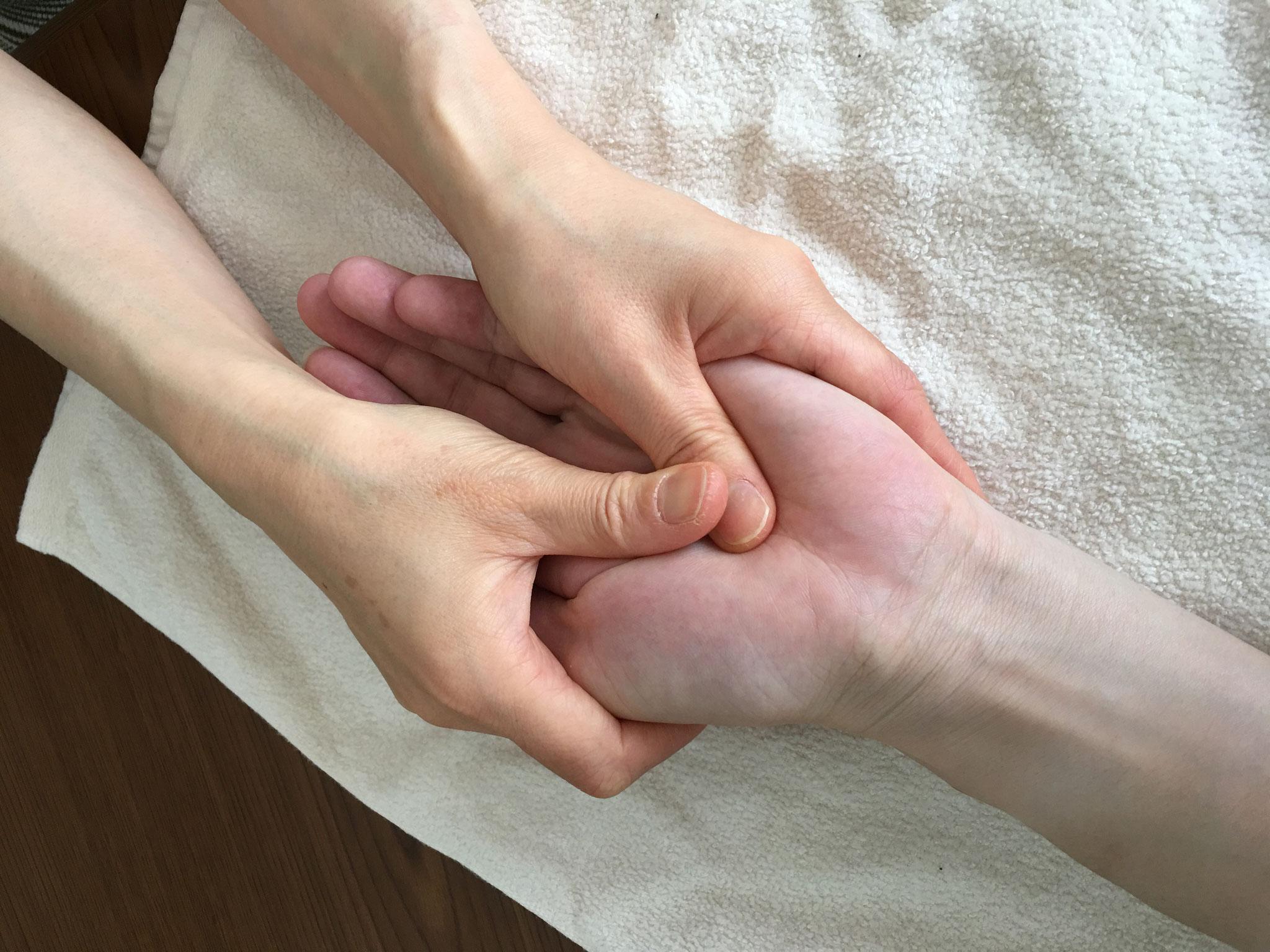 指ヨガ手のひらケアハンドマッサージ