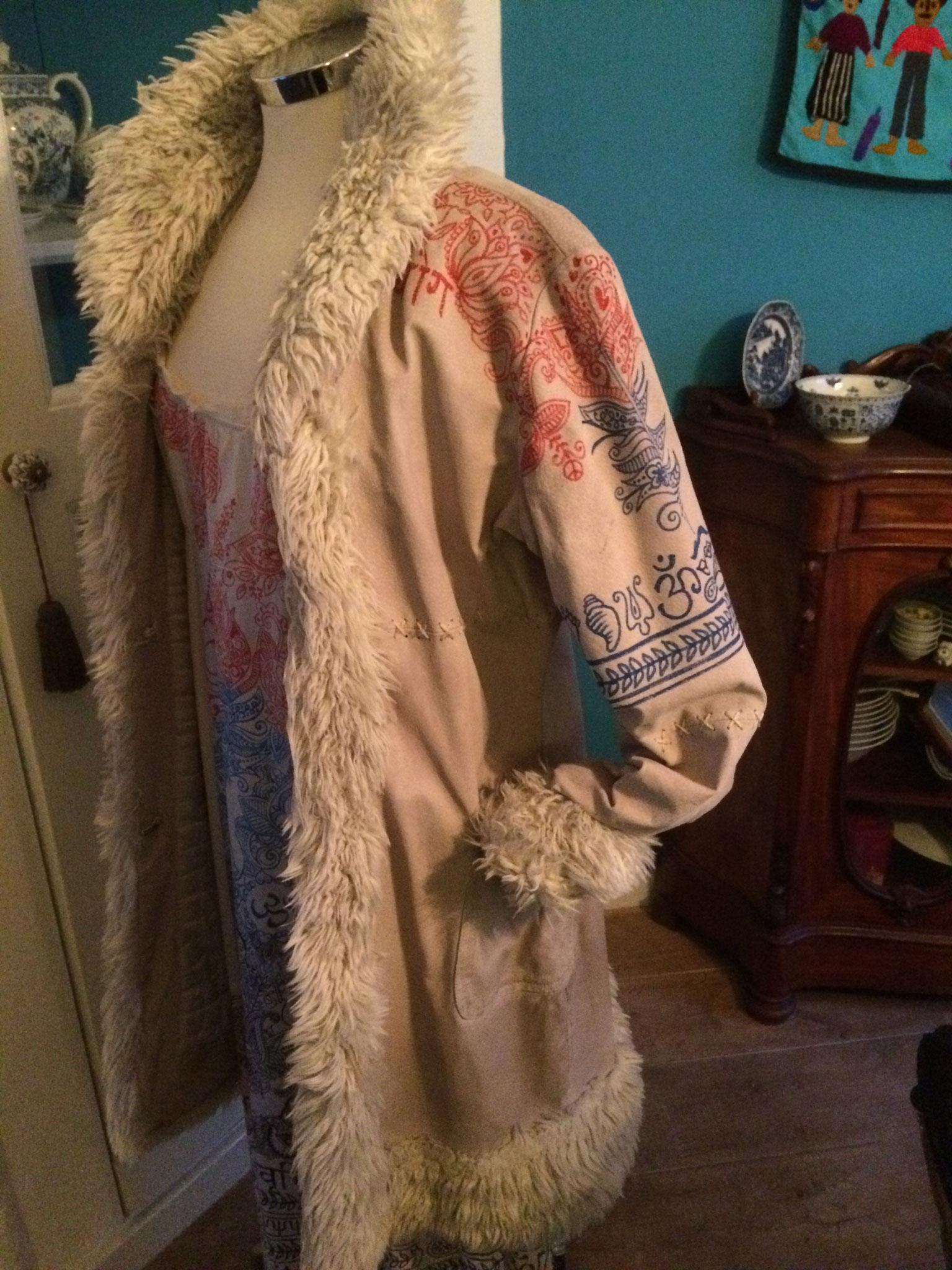 De oude Afgaanse jas opgepept