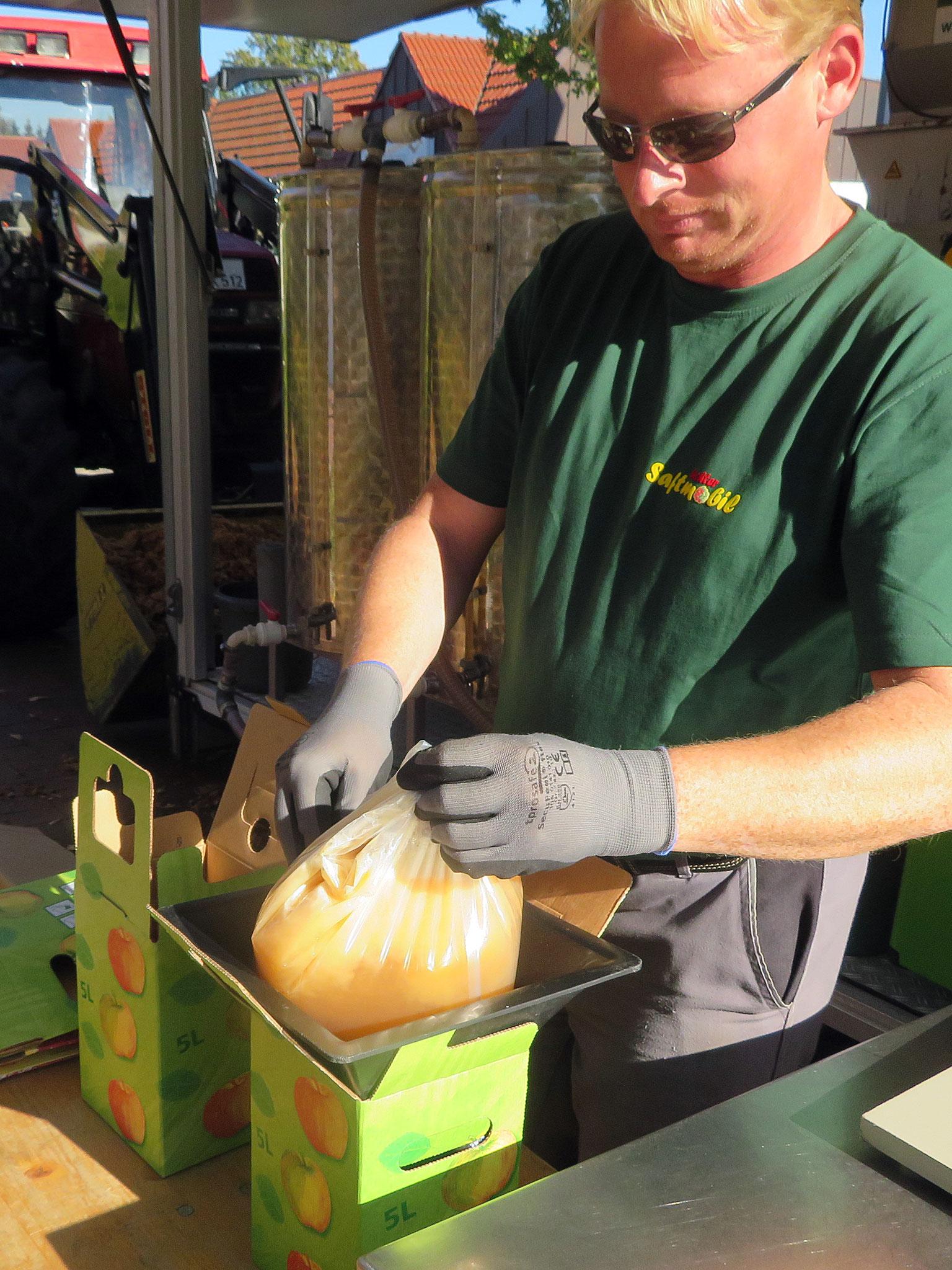 5-Liter-Beutel werden in Kartons verpackt