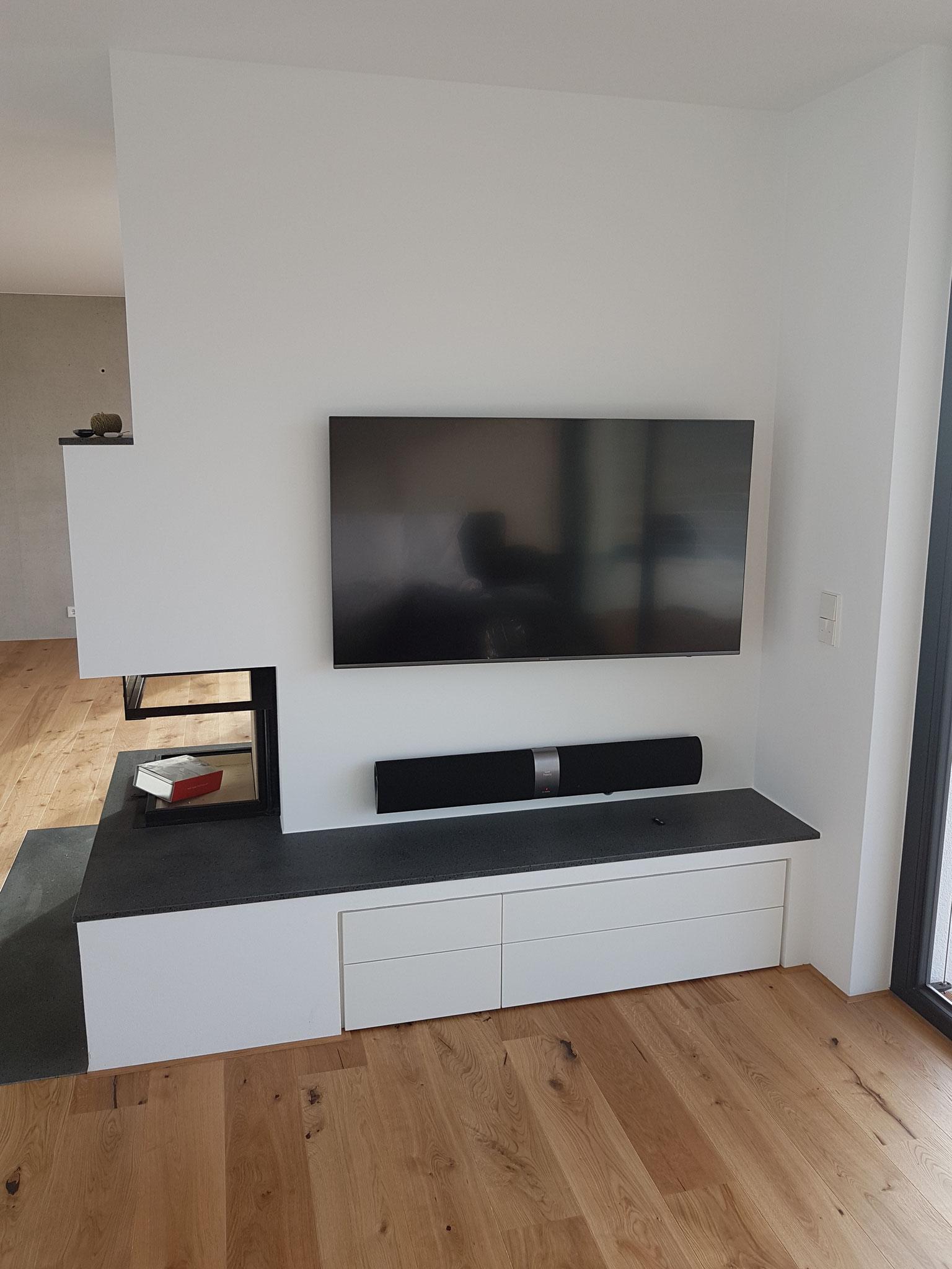 eingebauter TV-Schrank
