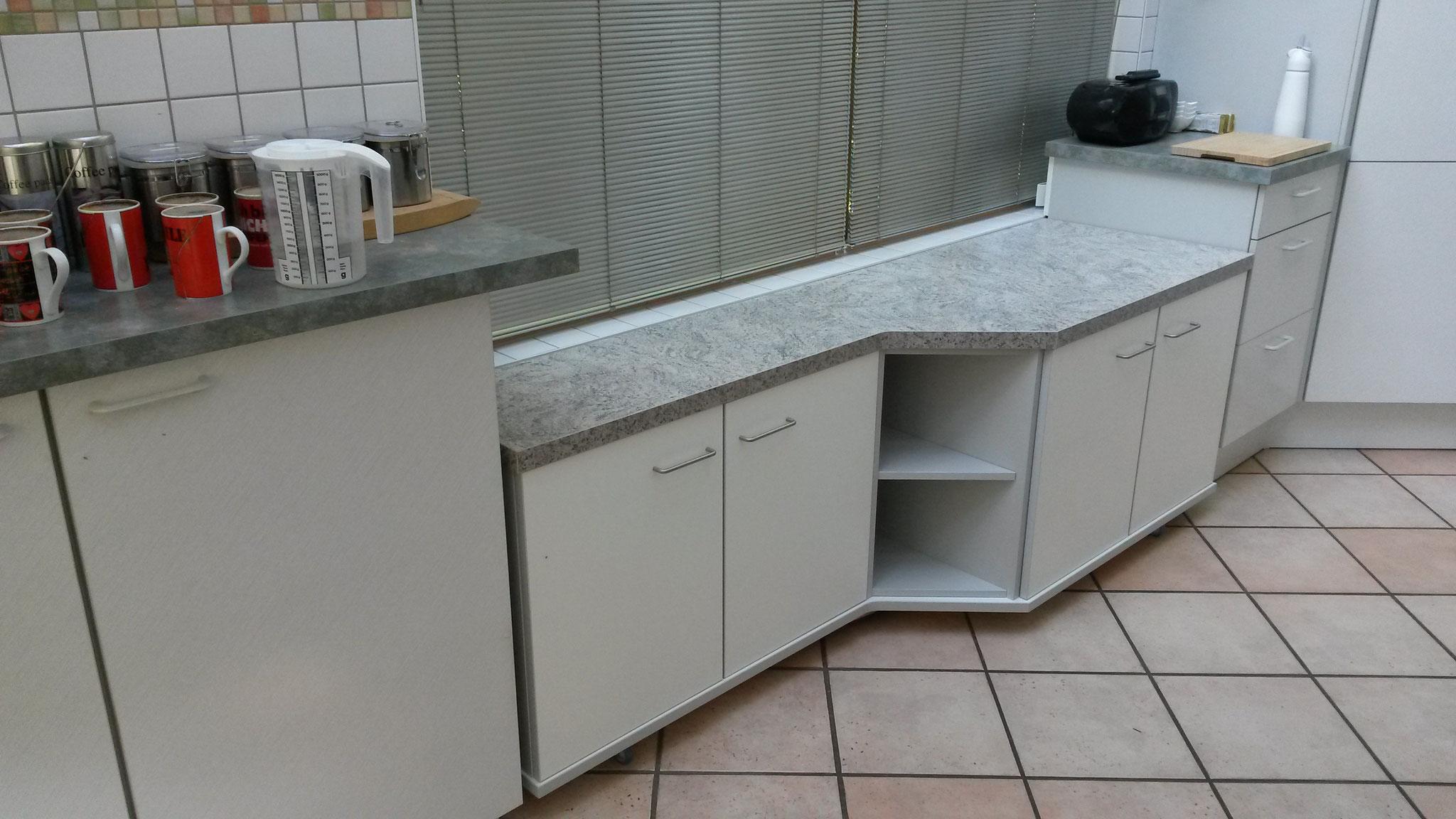 fahrbarer Schrank als Küchenergänzung