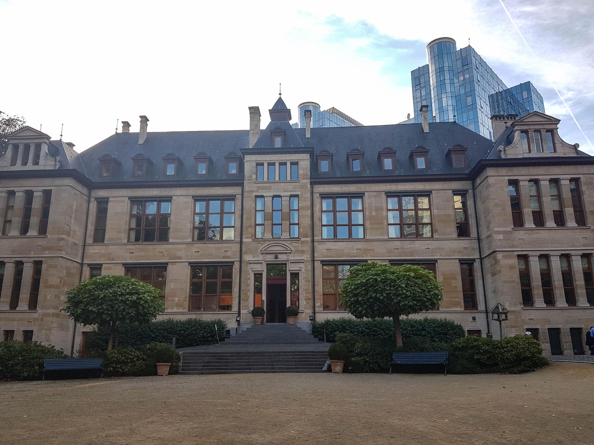 """KAS-Stipendiaten bei der Bayerischen Landesvertretung: Von der Presse oft auch als """"Schloss Neuwahnstein"""" bezeichnet"""