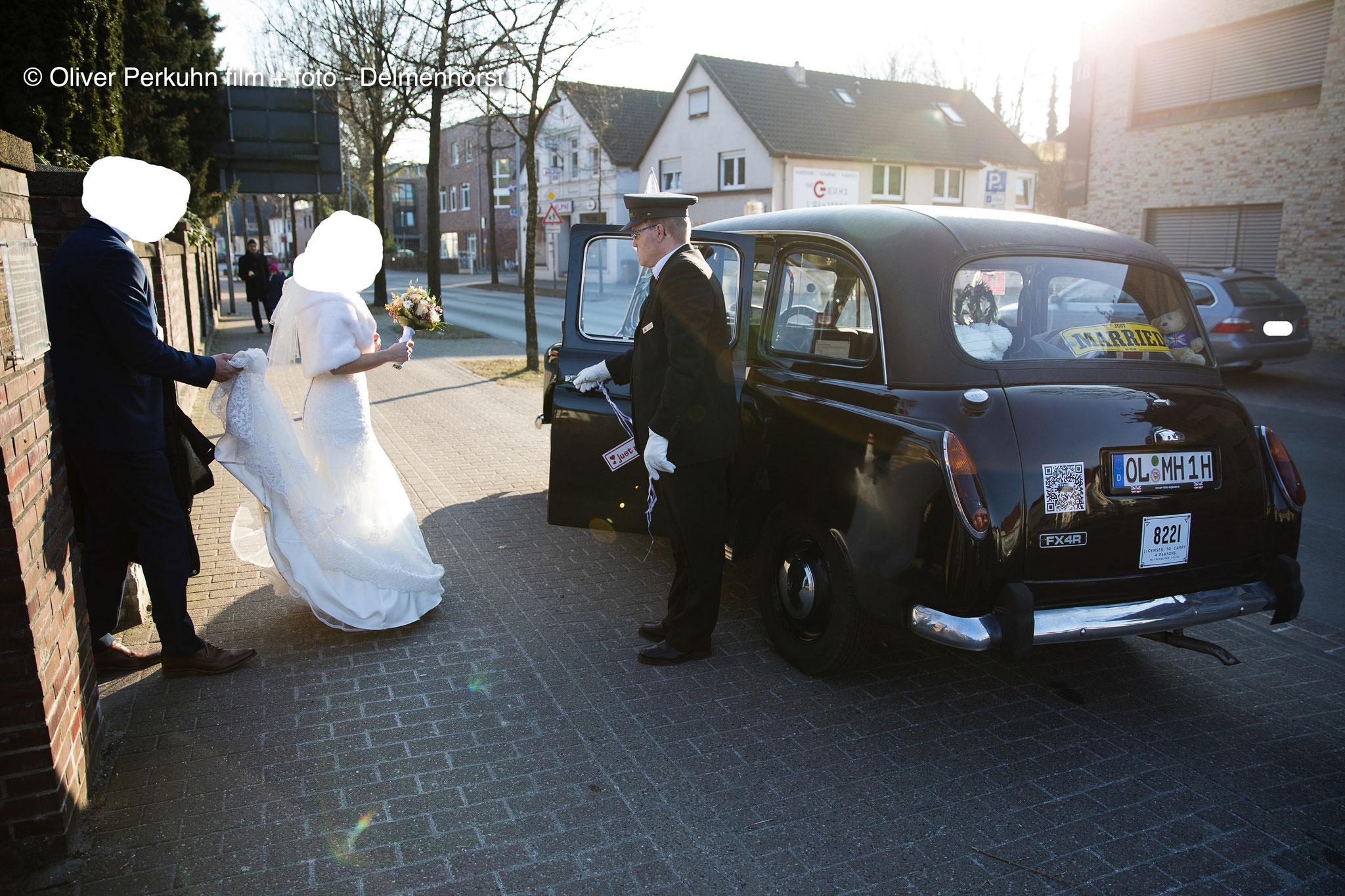 Das Brautpaar hat die Kirche verlassen