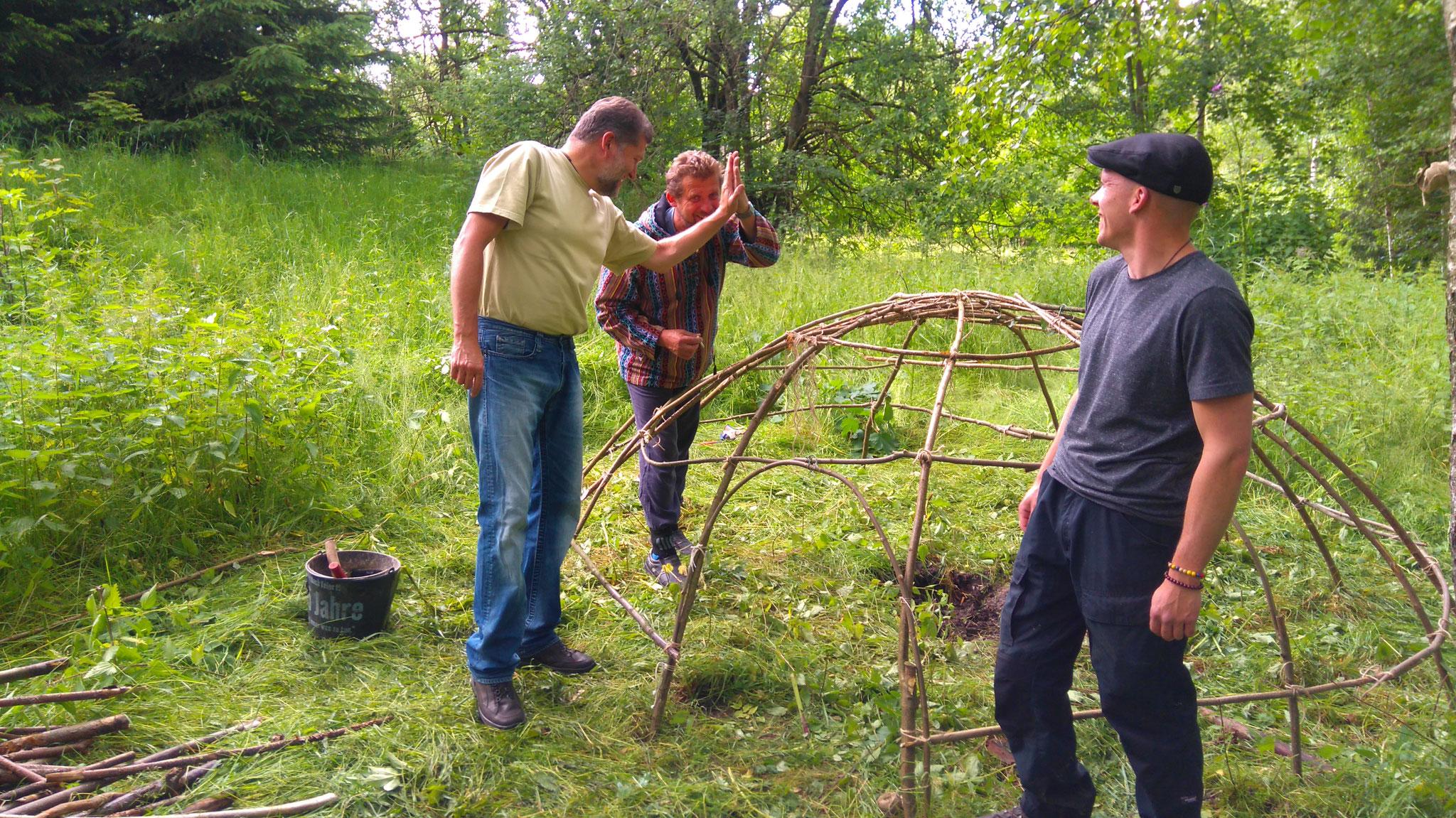 Wir bauen unsere Schwitzhütte