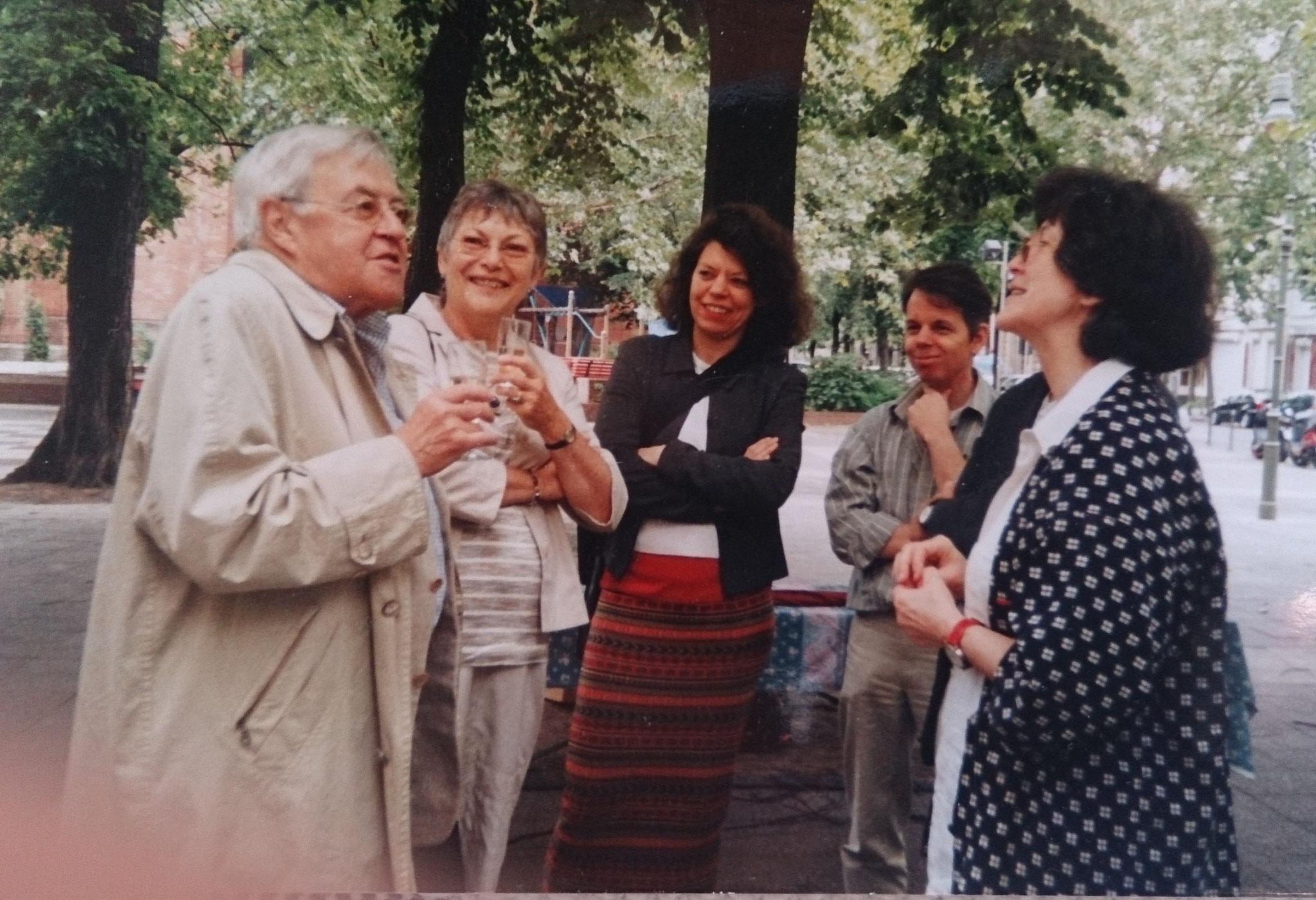 Peter Nestler und Anke Martini (links) im Gespräch mit Regine Lockot, Anja Rechenbach und Michael Viernickel im Hintergrund