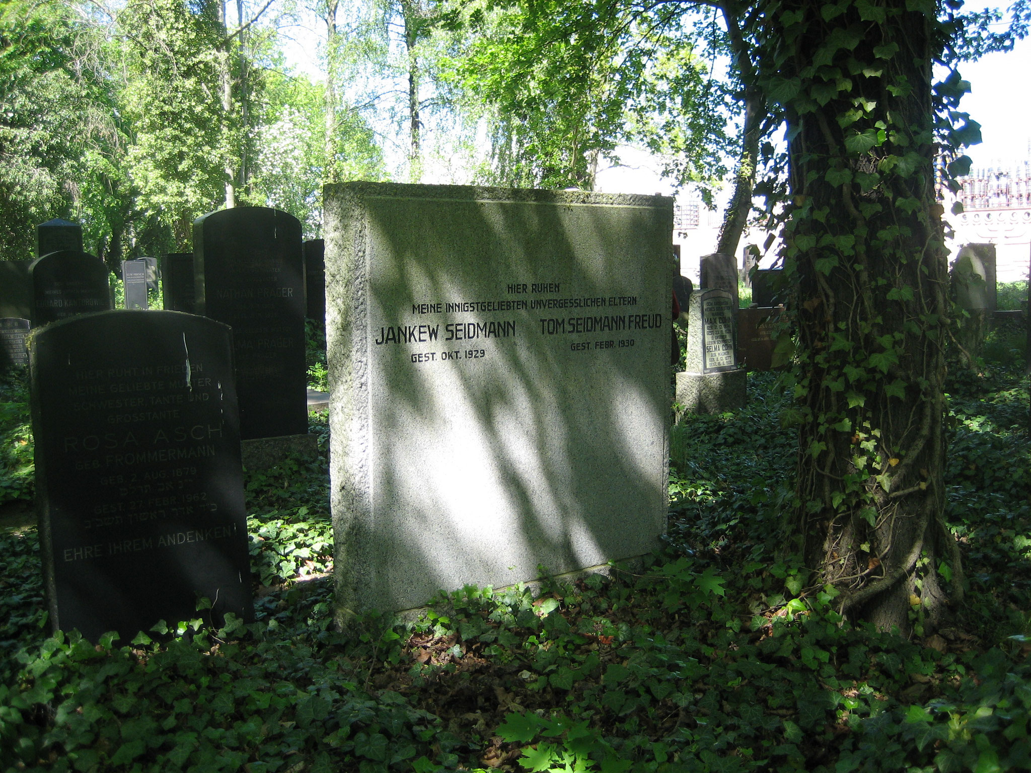 Grabstein für Jankew Seidmann und Tom Seidmann Freud auf dem Jüdischen Friedhof in Berlin