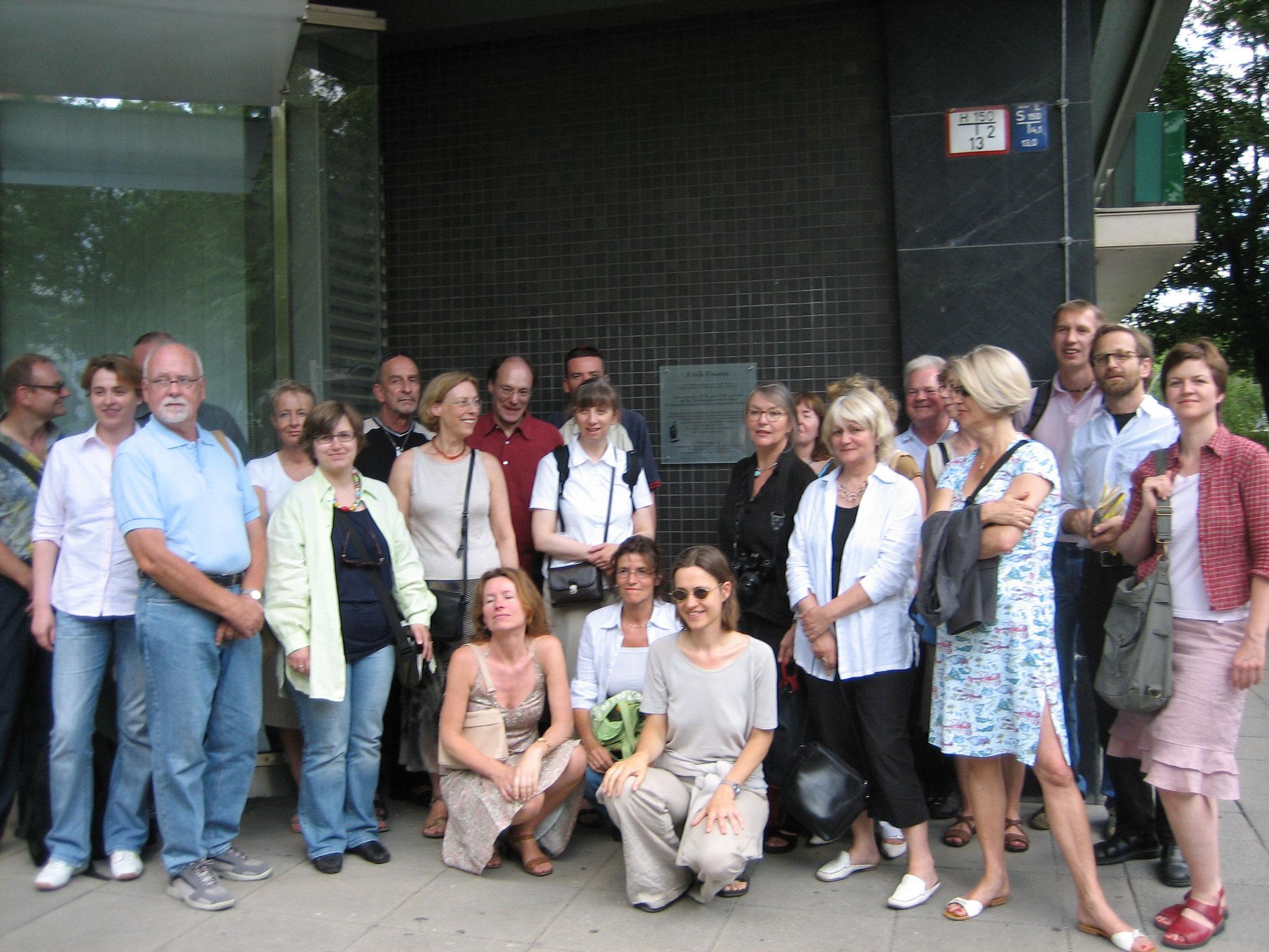 Kollegium der Anna-Freud-Oberschule, Tafelenthüllung 2006