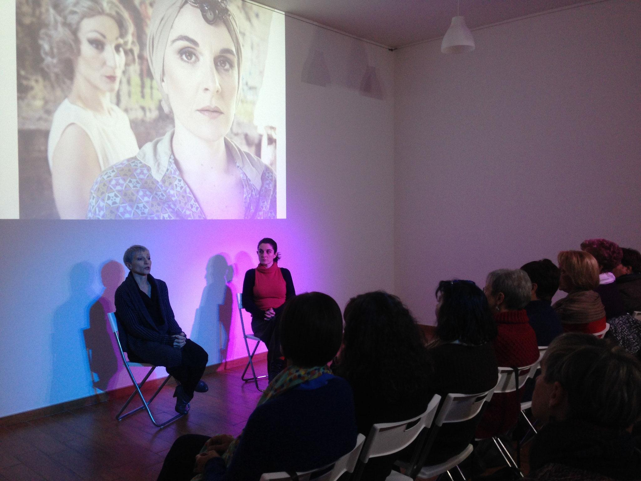 """Foto di Silvia Mercuriati - incontro sullo spettacolo """"EDITH"""" con Chiara Cardea e Elena Serra 2016"""