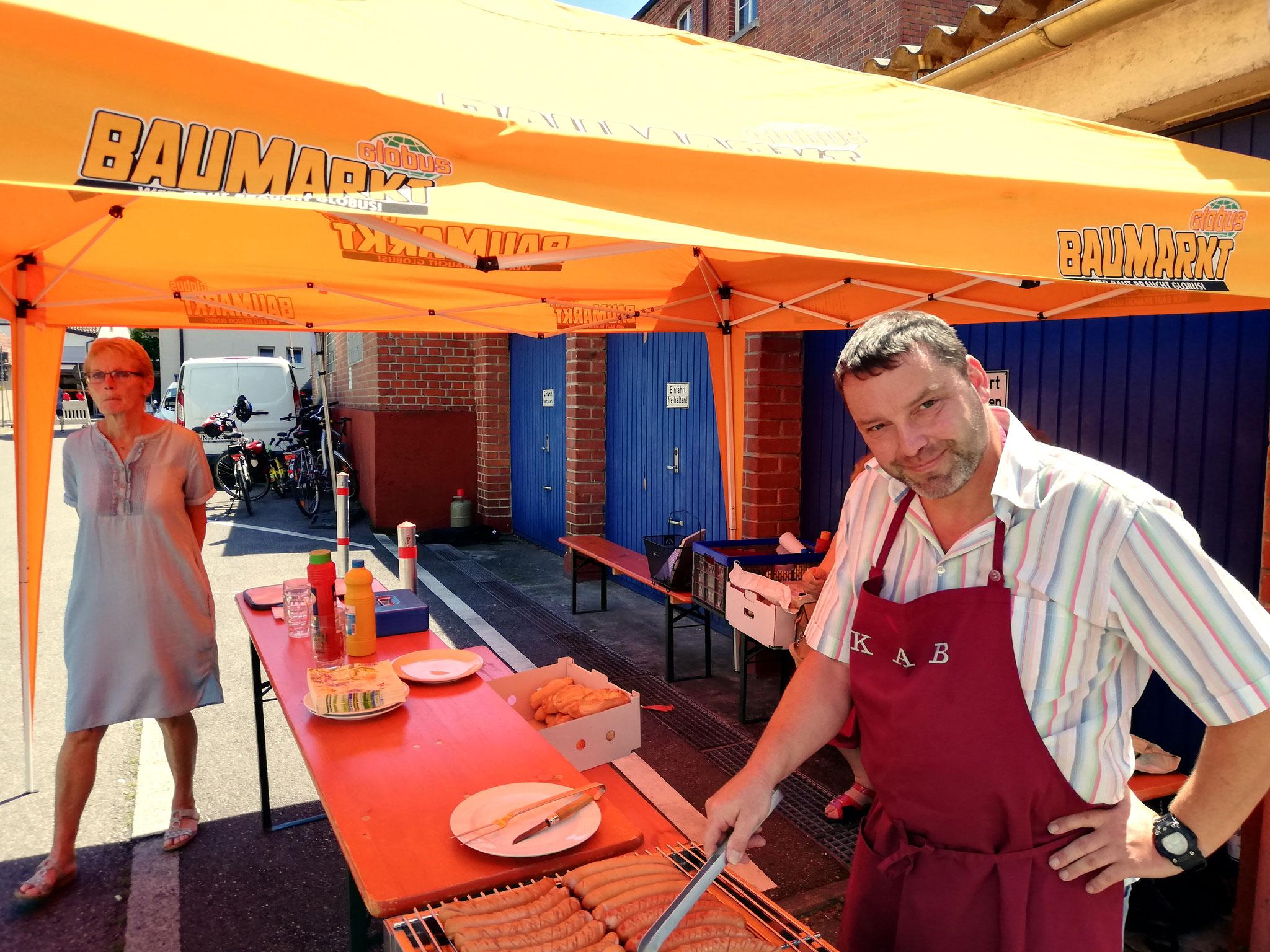 die beliebten KAB - Rote und Thüringer im Brötchen schmecken lecker
