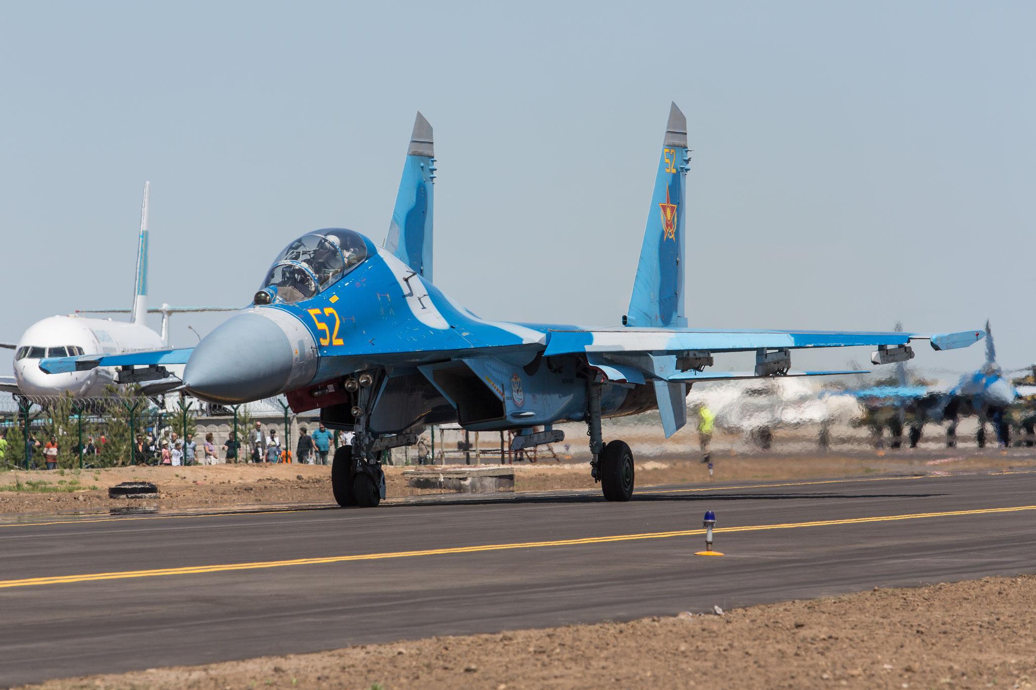 Der Doppelsitzer Su-27UB des Teamleaders.