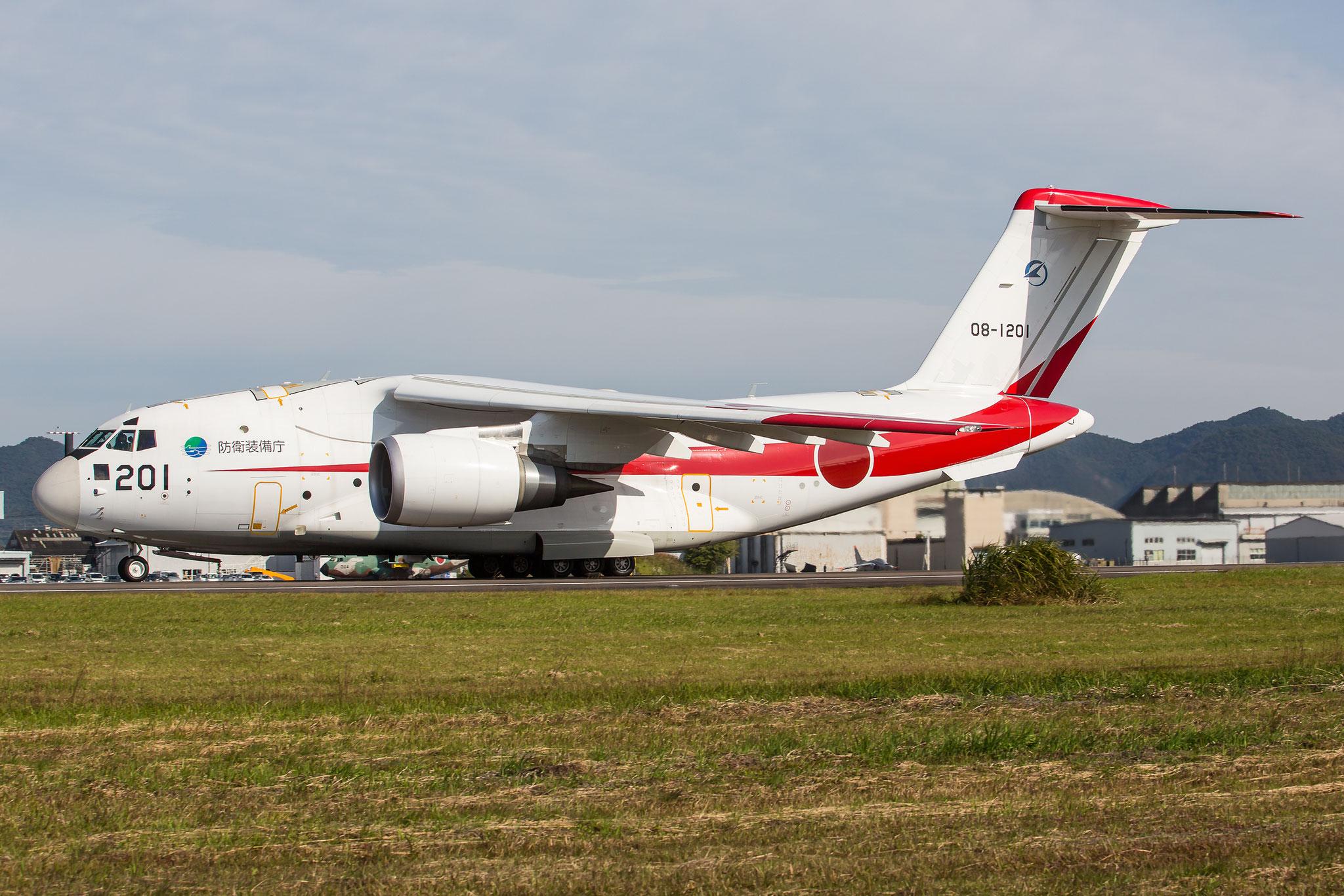Der Prototyp des neuen Transporters C-2 in der typisch rot/weissen Lackierung der ADTW.