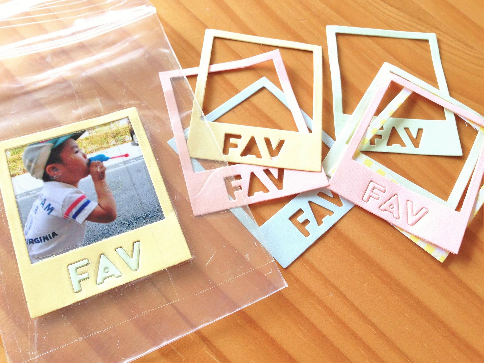 小さめのフォトフレーム「FAV」はフェイバリットのFAVで、お気に入りの写真を入れよう