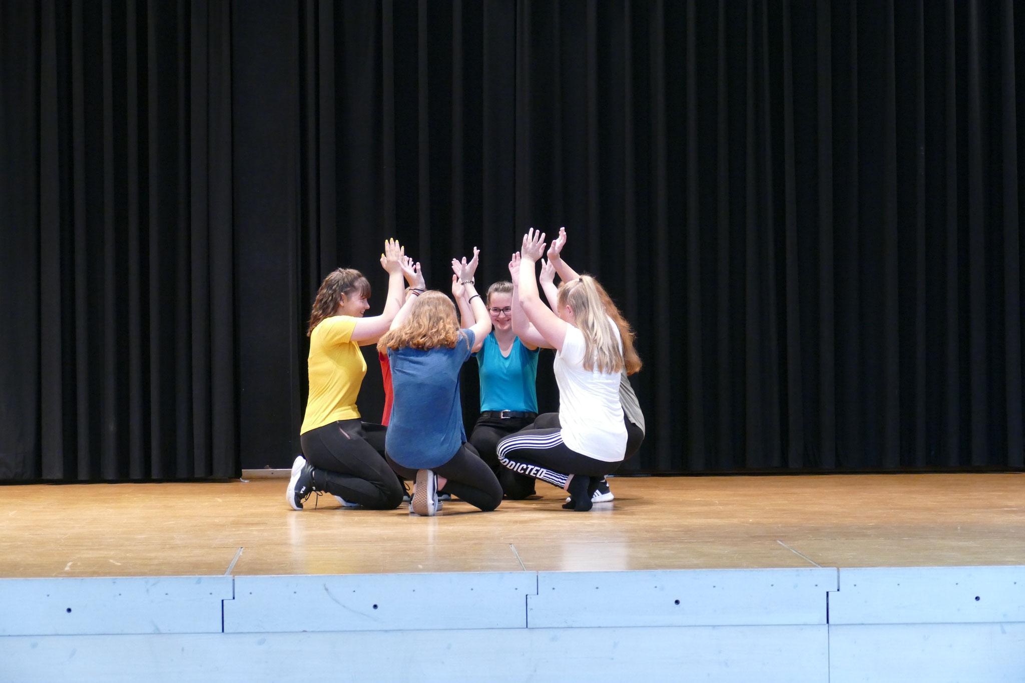 Tanzeinlage von Schülerinnen der 9. Klasse