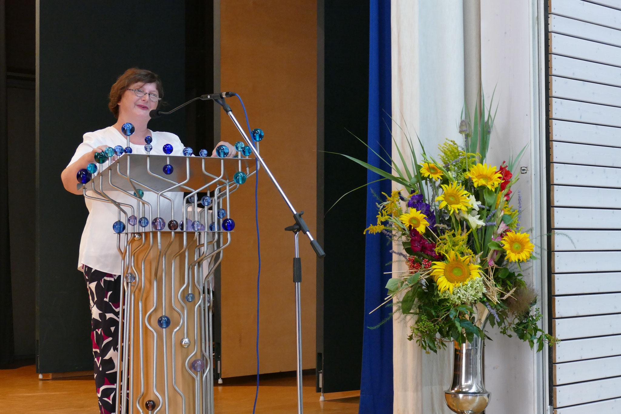 Begrüßungsworte der Konrektorin Edith Scharm
