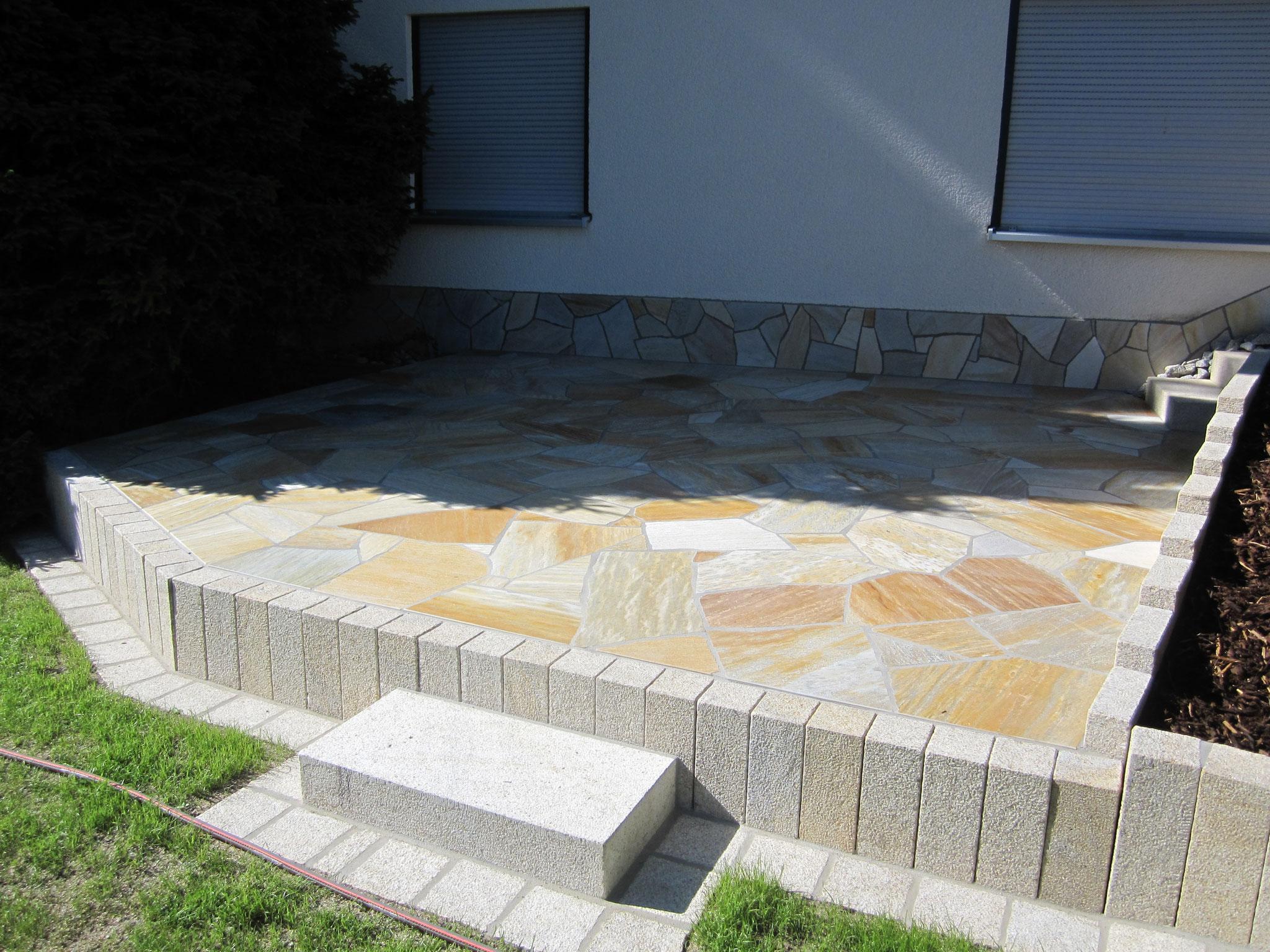 Terrasse mit Naturstein - Polygonalverlegung
