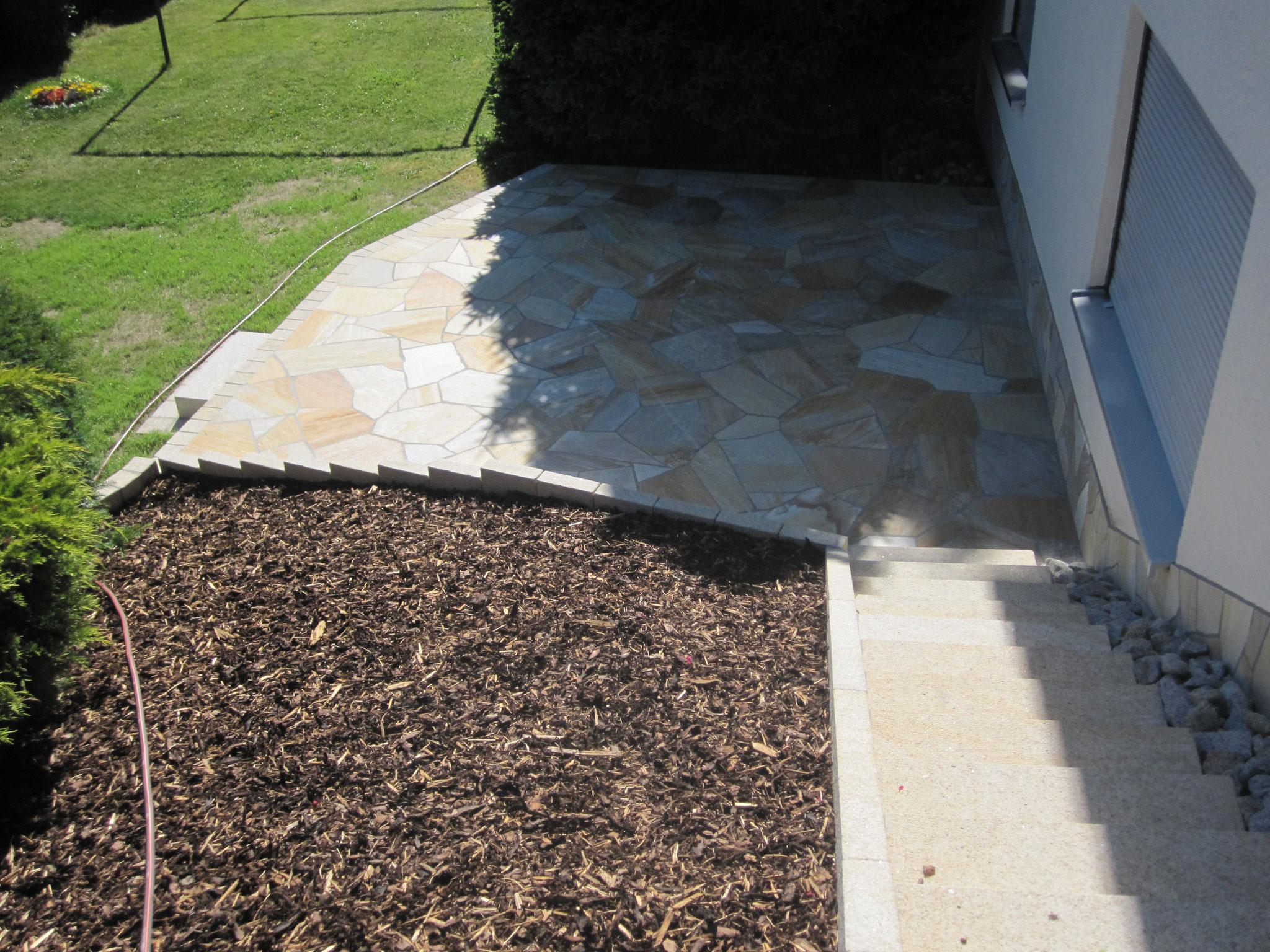 Steintreppenaufgang / Terrasse mit Naturstein - Polygonalverlegung