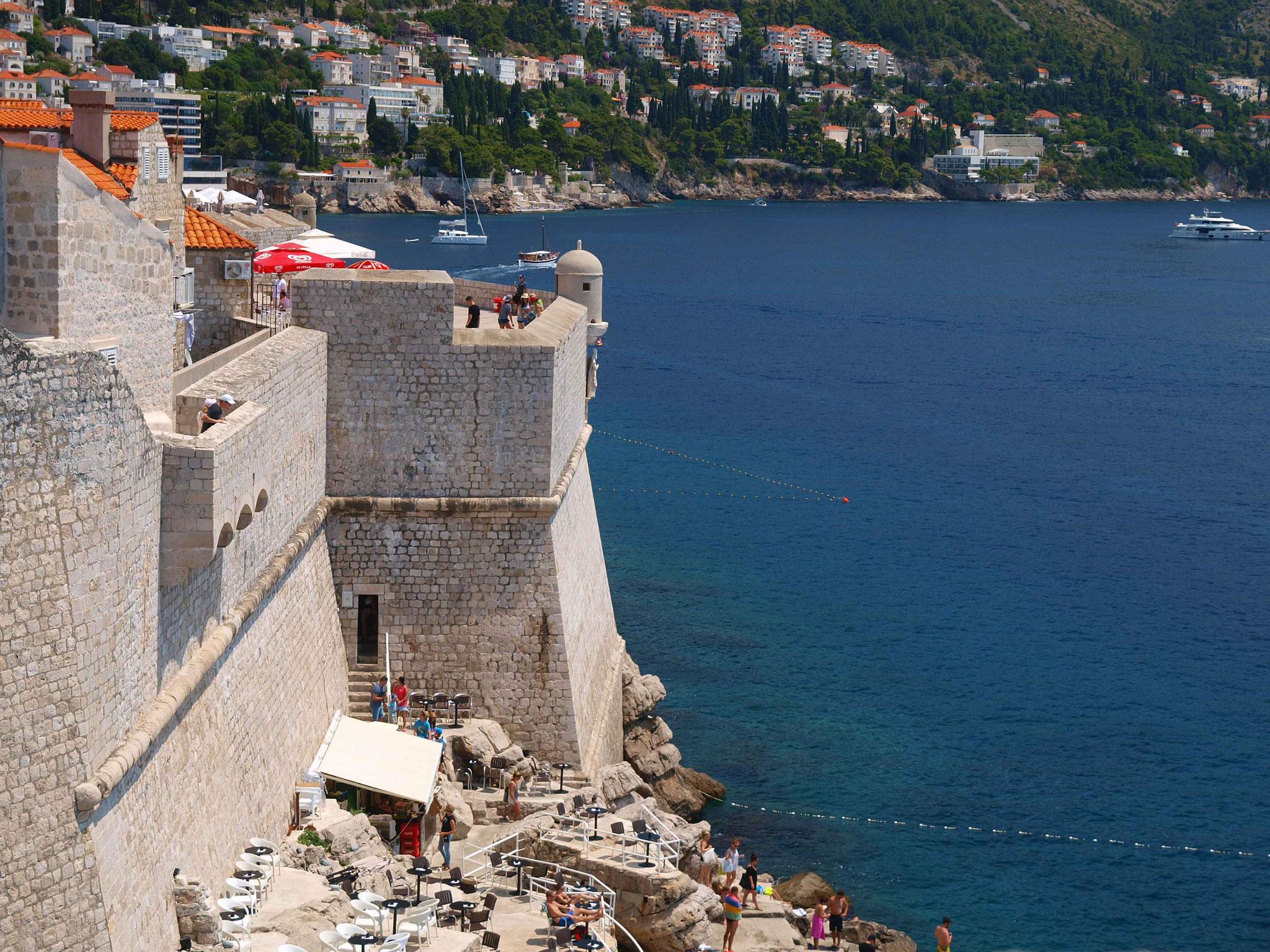 Dubrovnik, Bar in der Stadtmauer