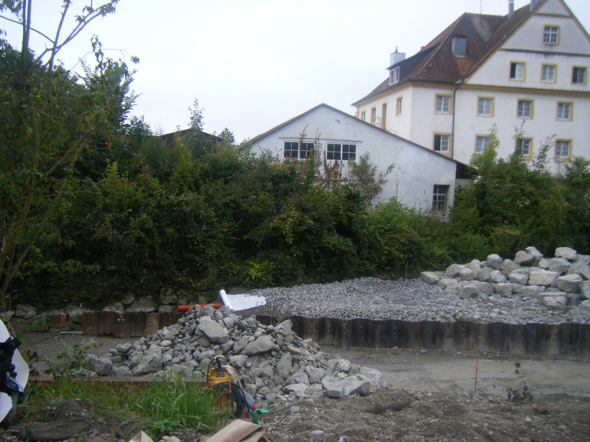 der Bereich zwischen Spundwand und Rundelgelände wird aufgefüllt mit Steinen und wird (ausser bei Hochwasser) begehbar sein