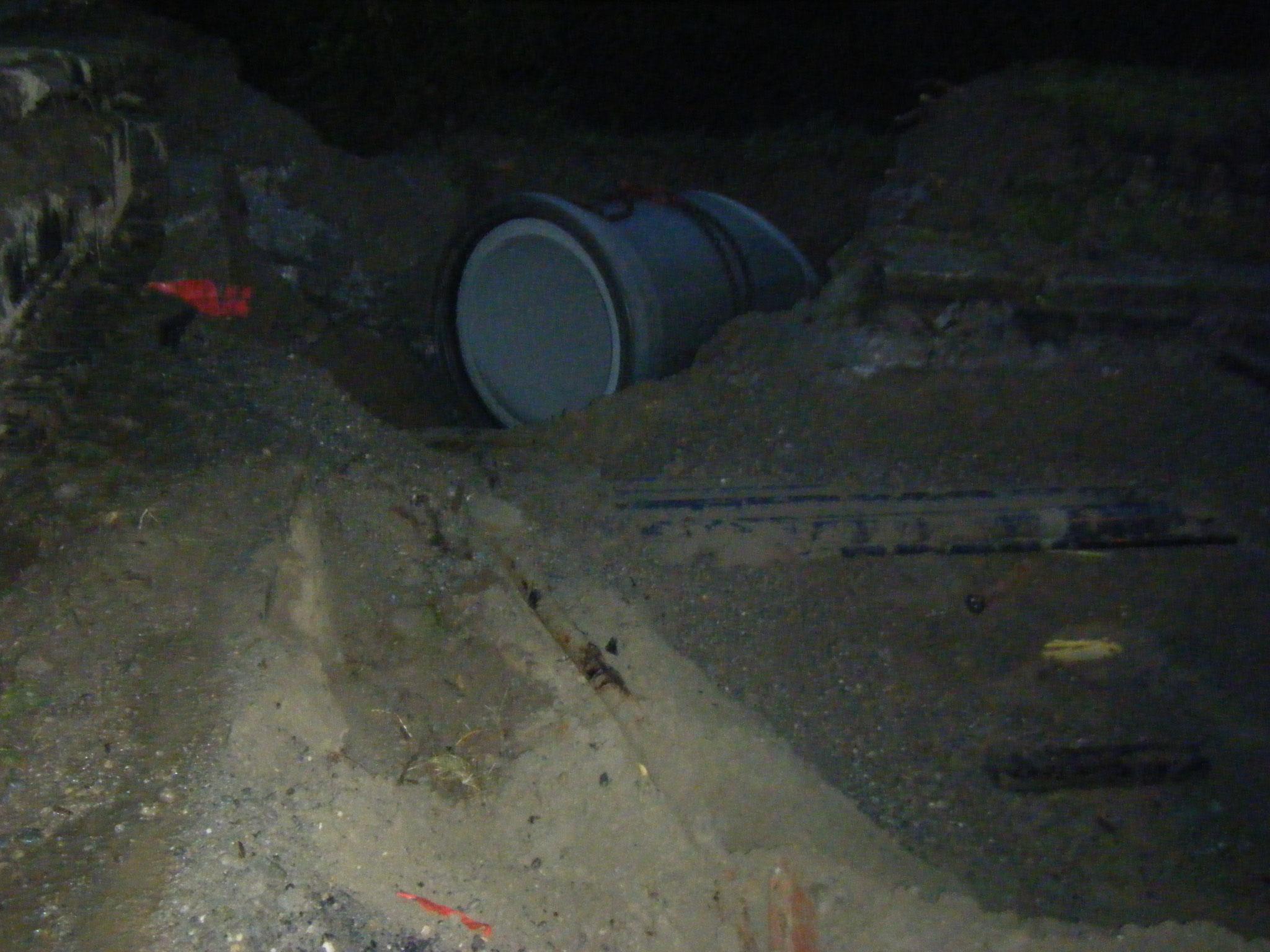 der gesamte Untergrund ist von Strom-, Starkstrom-, Gas- und Wasserleitungen durchzogen