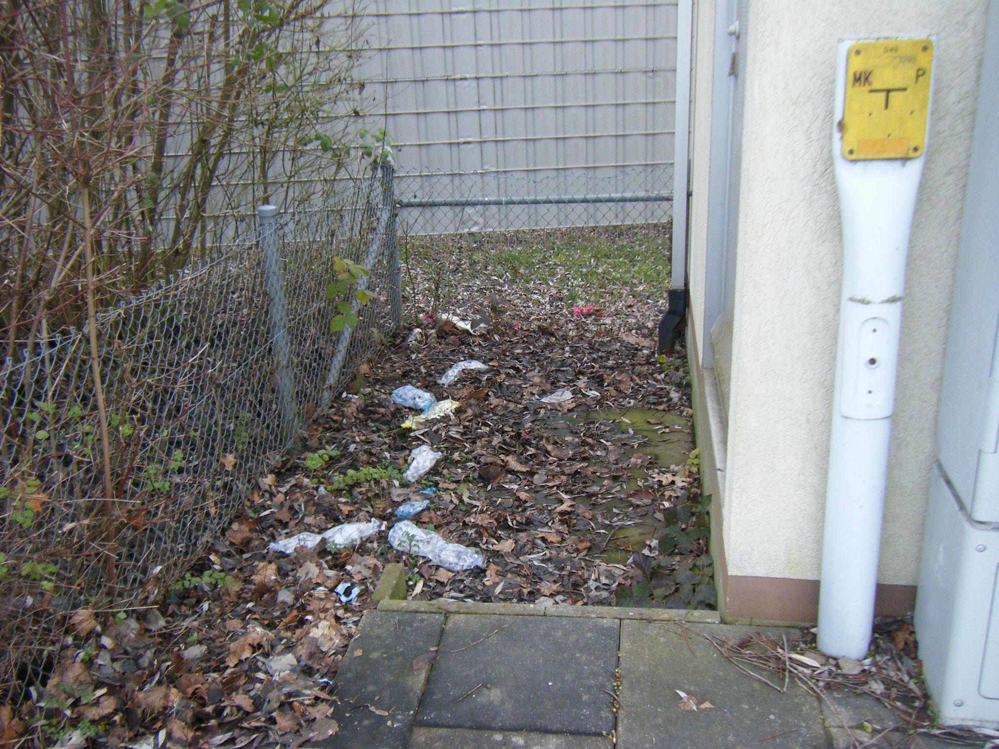 Müllecke hinter dem Forschungs-und Entwicklungs-Zentrum