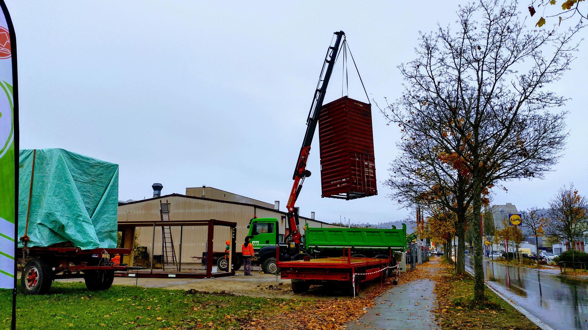 Stellen der Container durch Müller Diesnstleistungen GmbH und weiteren.
