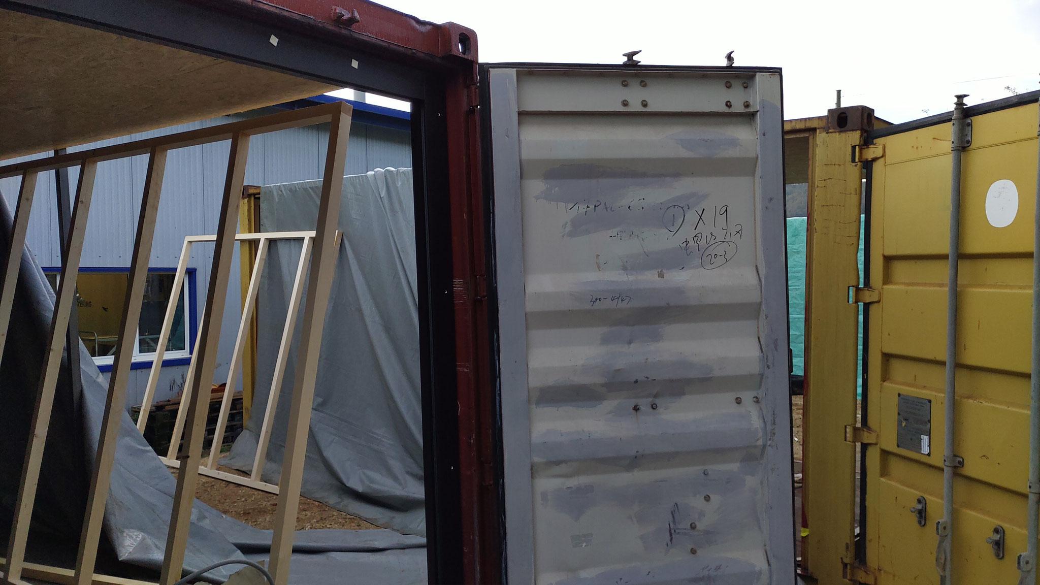 Seecontainer werden vom Team Müller Diesnstleistungen GmbH bearbeitet.