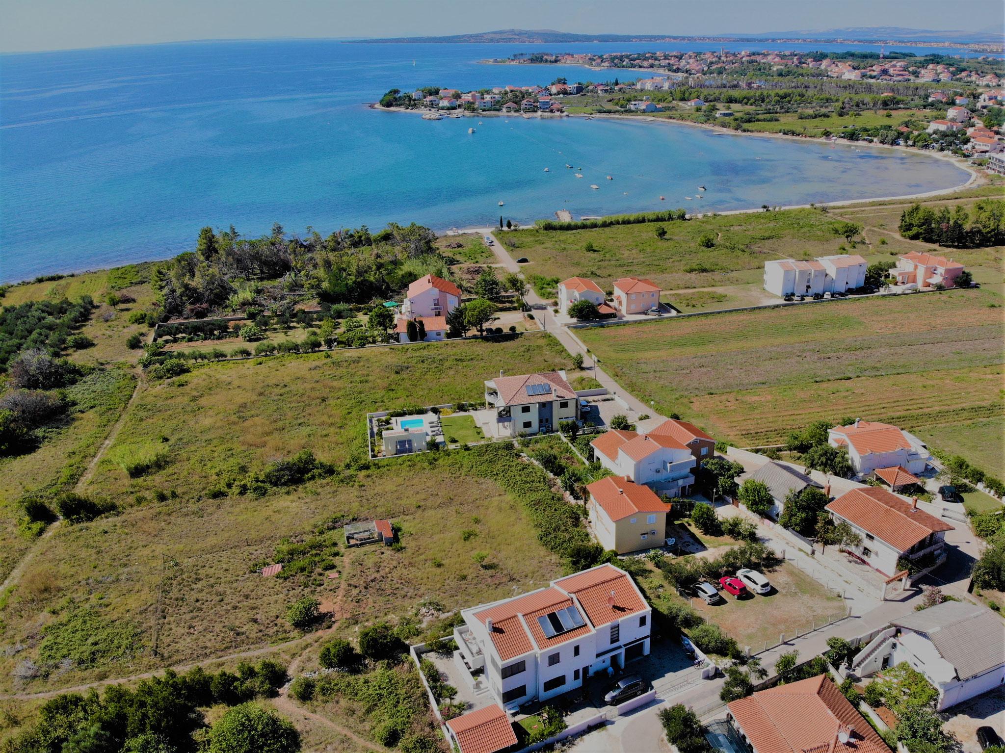 Blick auf Haus und Strand