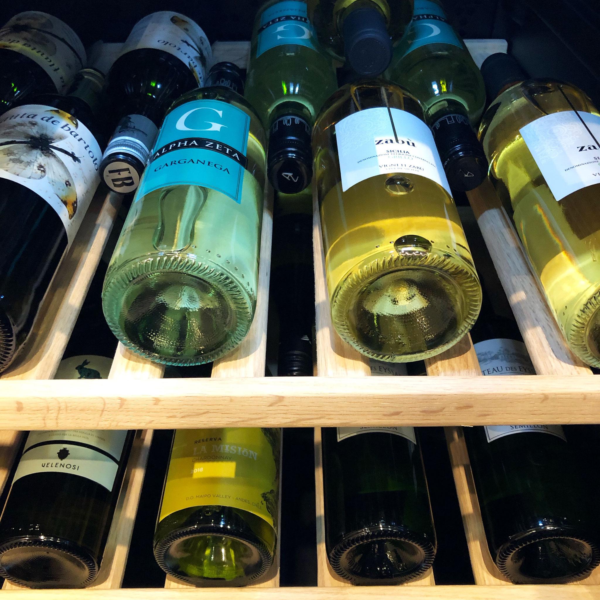 当店はワインを豊富に取り揃えております。