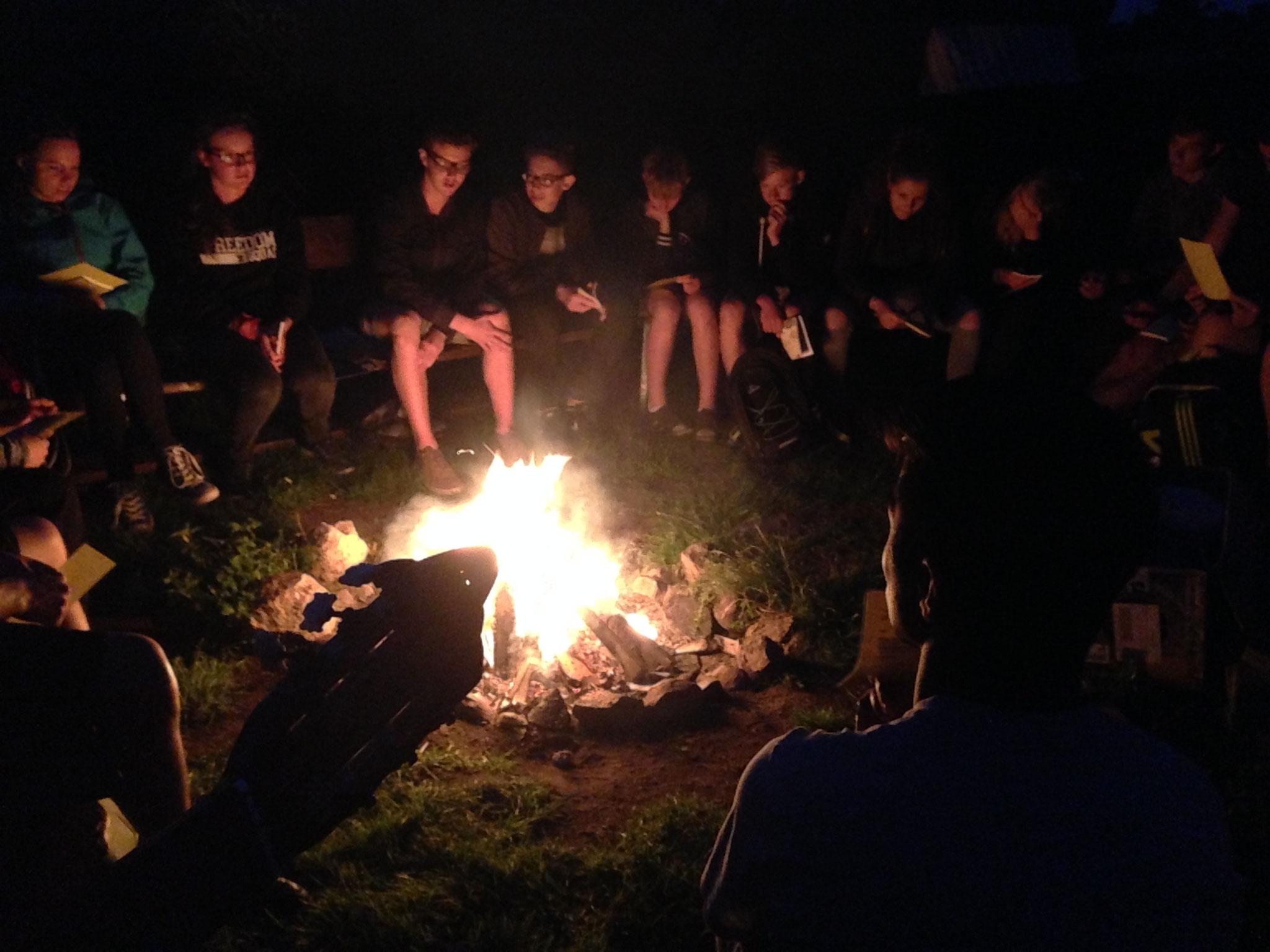 Lagerfeuer im Garten.