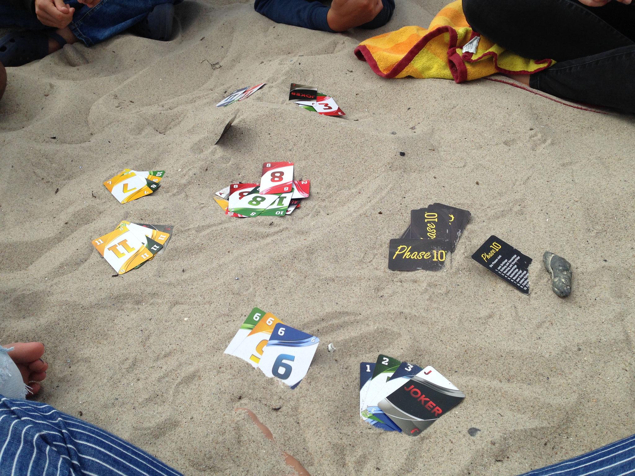 Spielen am Strand.
