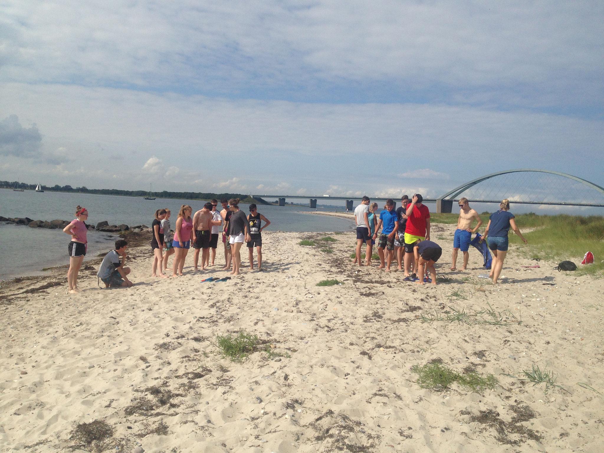 Teamspiele am Strand