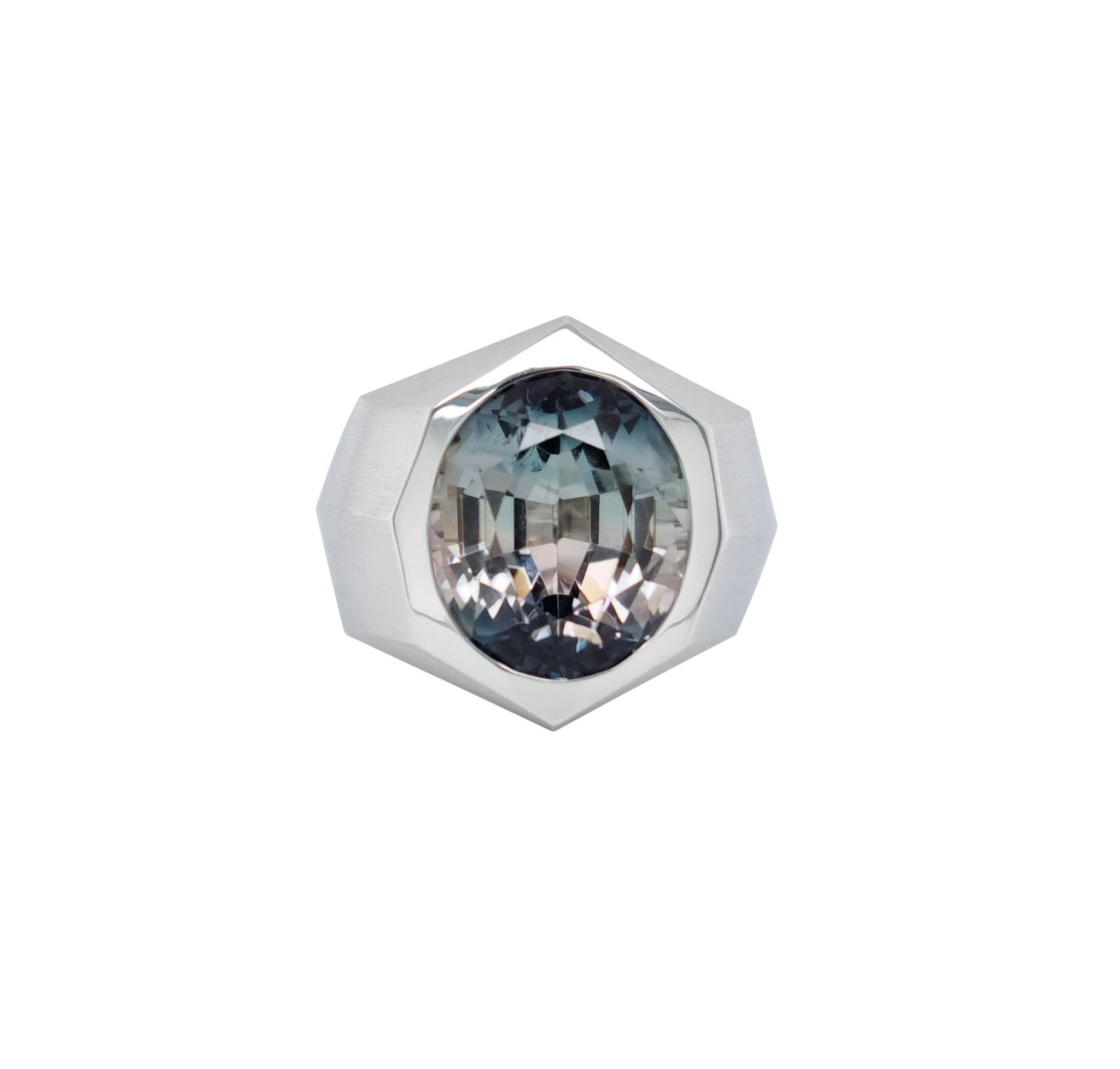 Ring aus 18 karat Weißgold. bicolour Turmalin 10,88 carat, 13.900 Euro