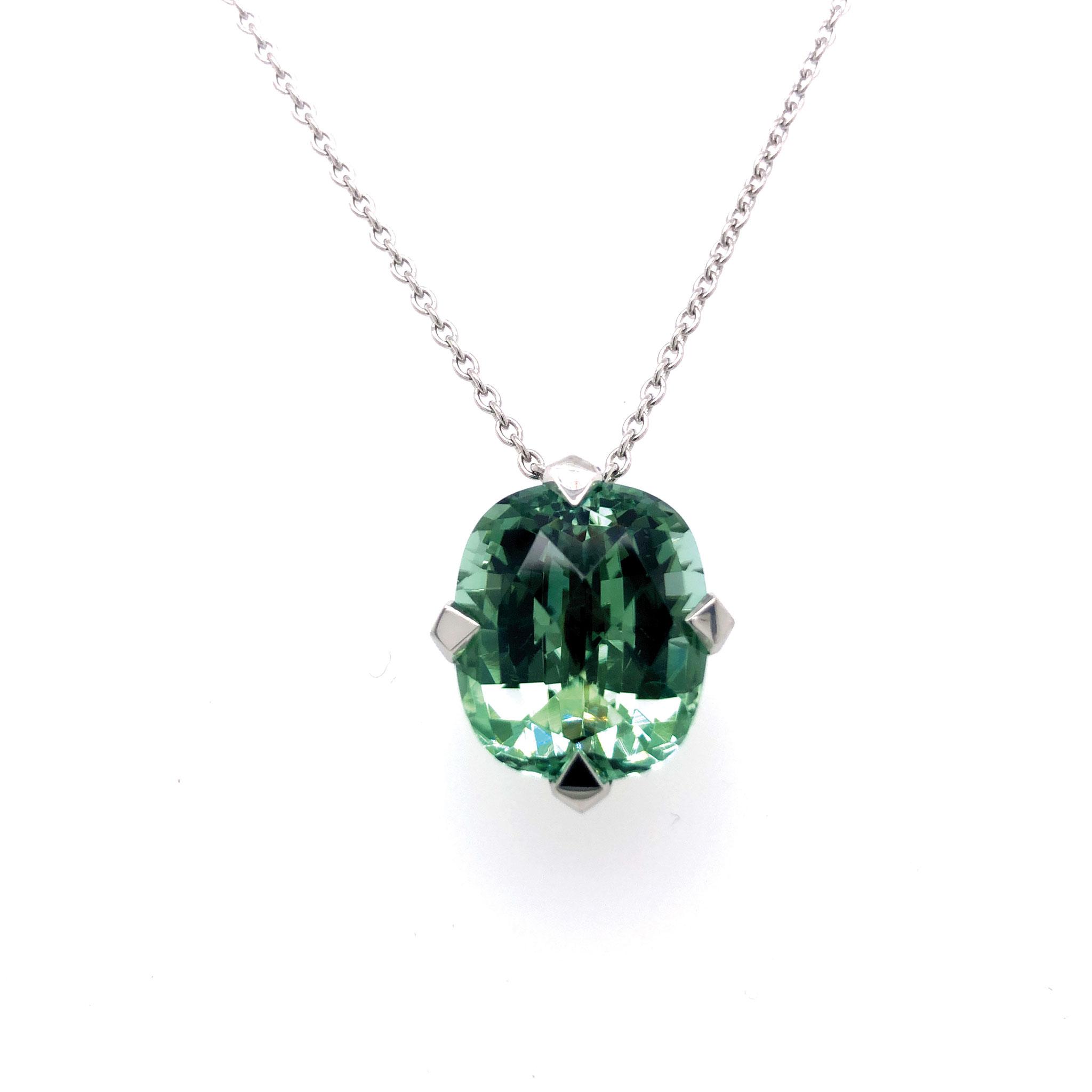 Platinkette mit grünem Turmalin 10,47 carat 5.780 Euro