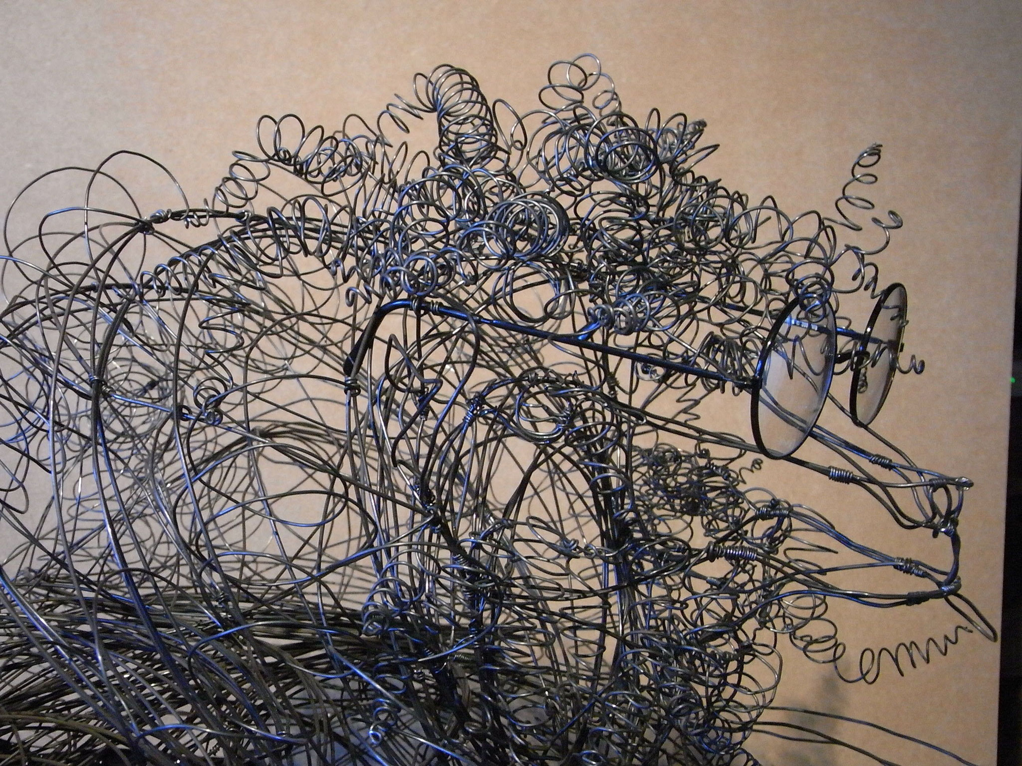 """""""Frisé comme un mouton assis"""" en fil de fer 3D de Arc en Lune H.65xL.75cm"""