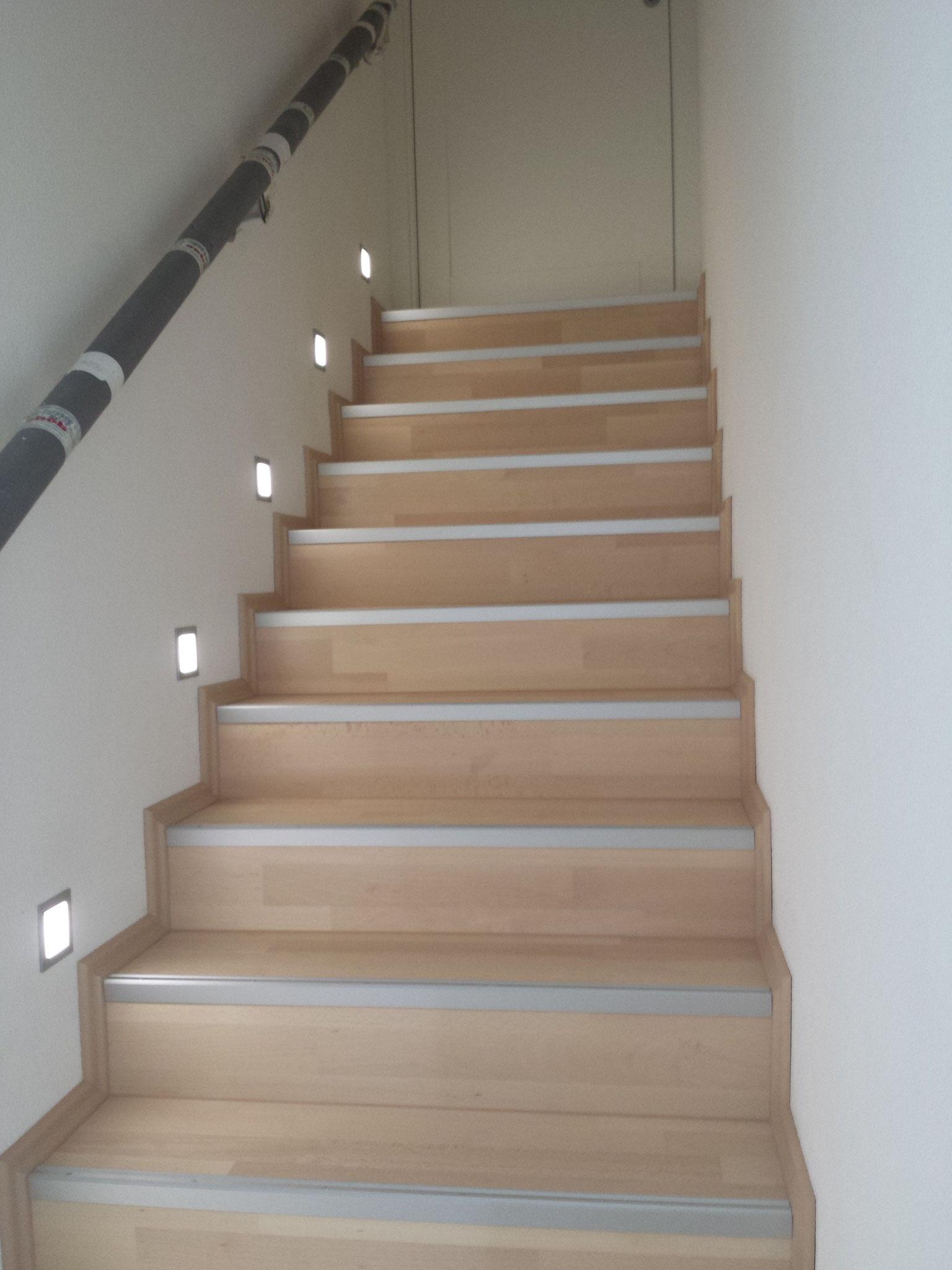Treppe mit Parkett belegt