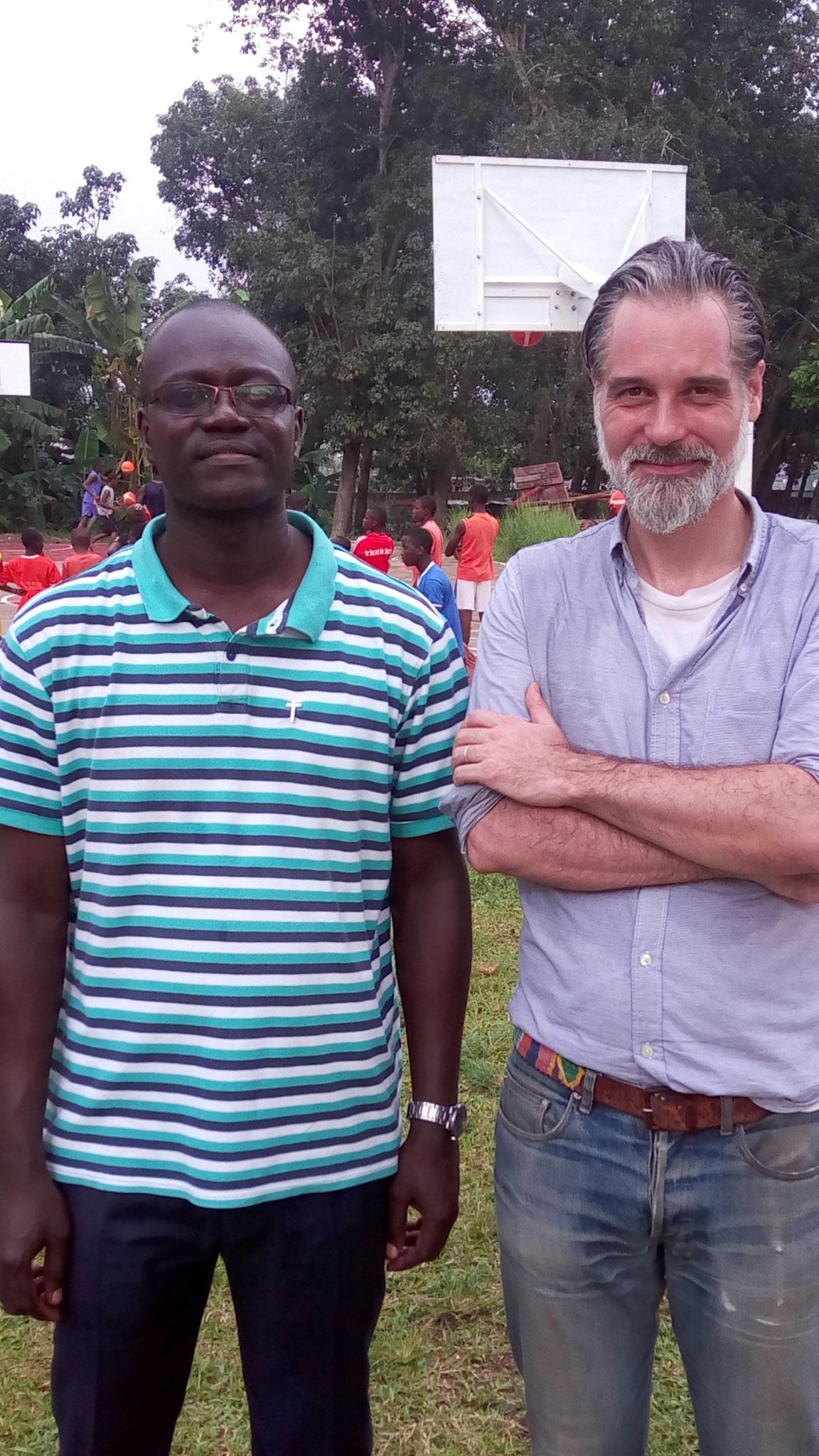 Le Père Hyacinthe Ali et M THOMPSON Derek