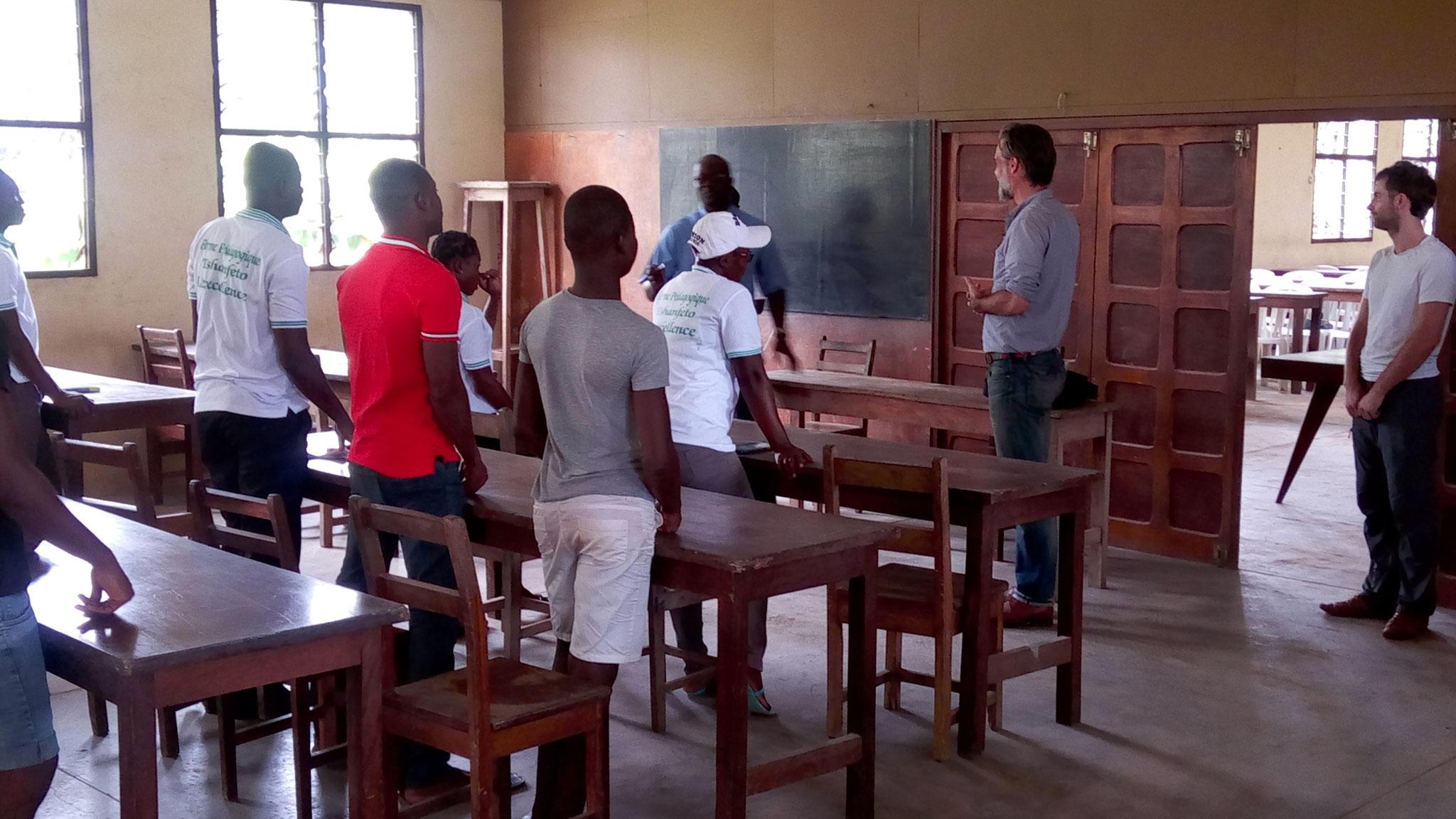 Présentation de l'équipe aux élèves