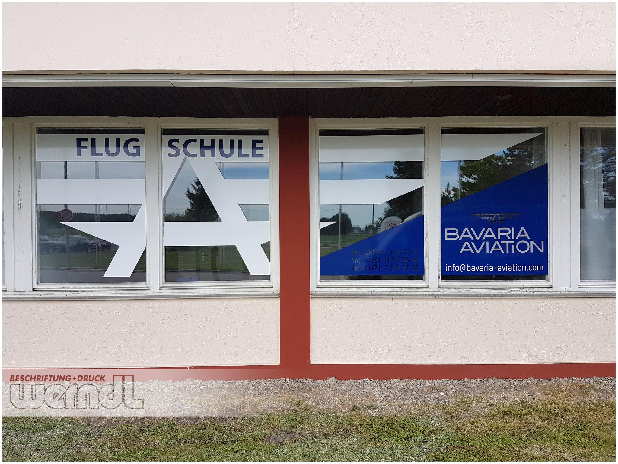Fensterbeklebung für eine Flugschule