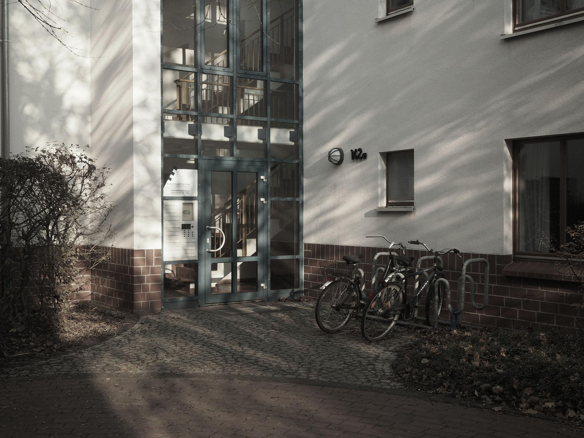 Eingang Studentenwohnheim Stahnsdorfer Straße