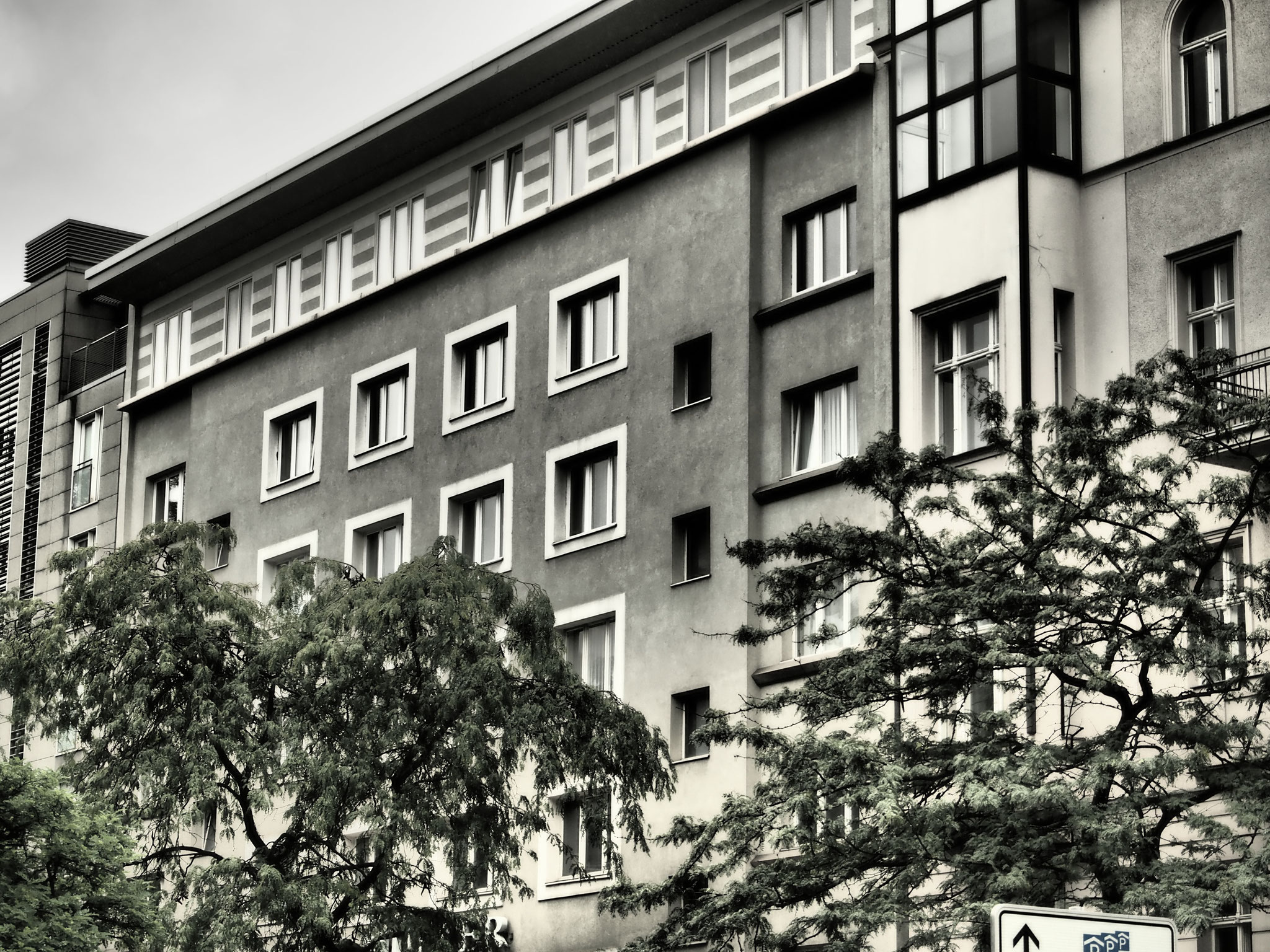 Vorderansicht Wohnhaus Frank Giering, Kantstraße, Berlin